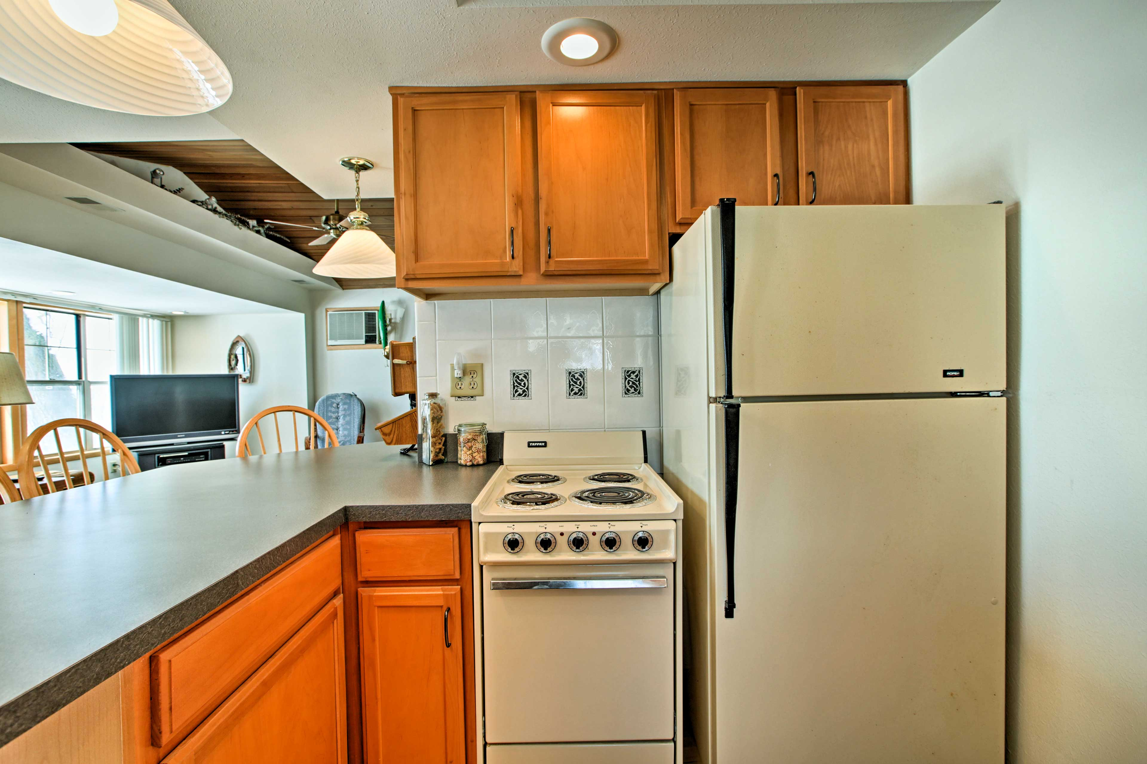 The fully equipped kitchen has all of the cooking essentials.