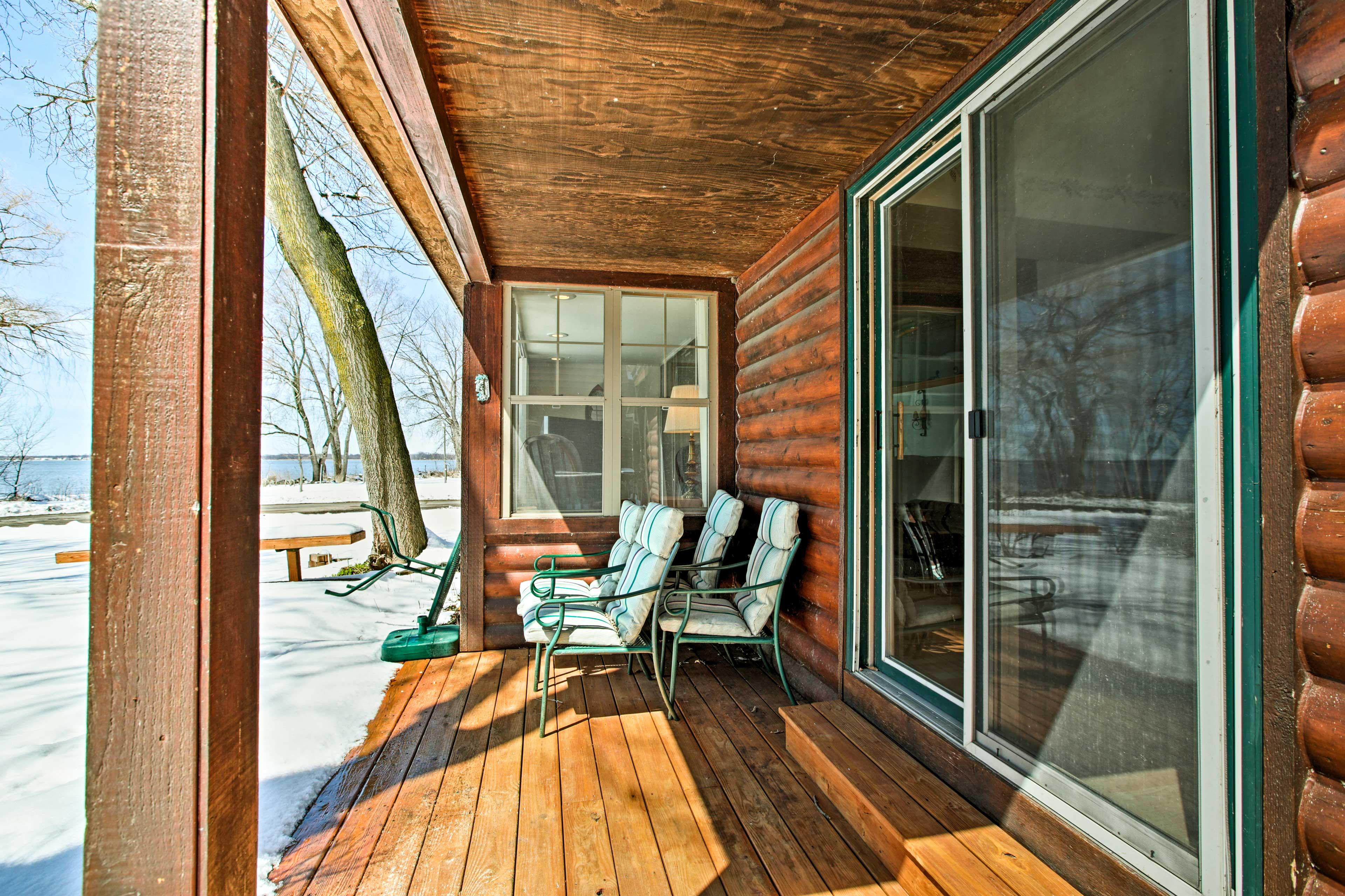 You will love the rustic charm of this lakefront unit.