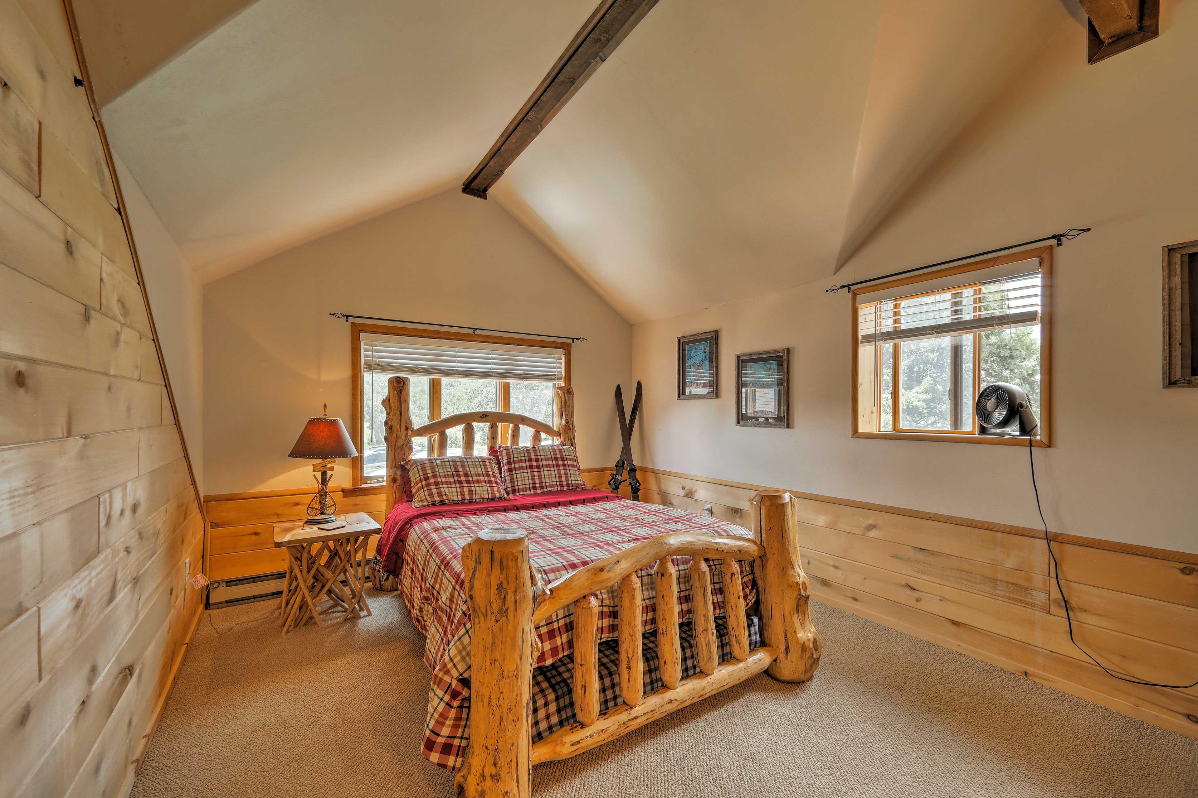 The third bedroom has a queen bed and an additional queen mattress below!