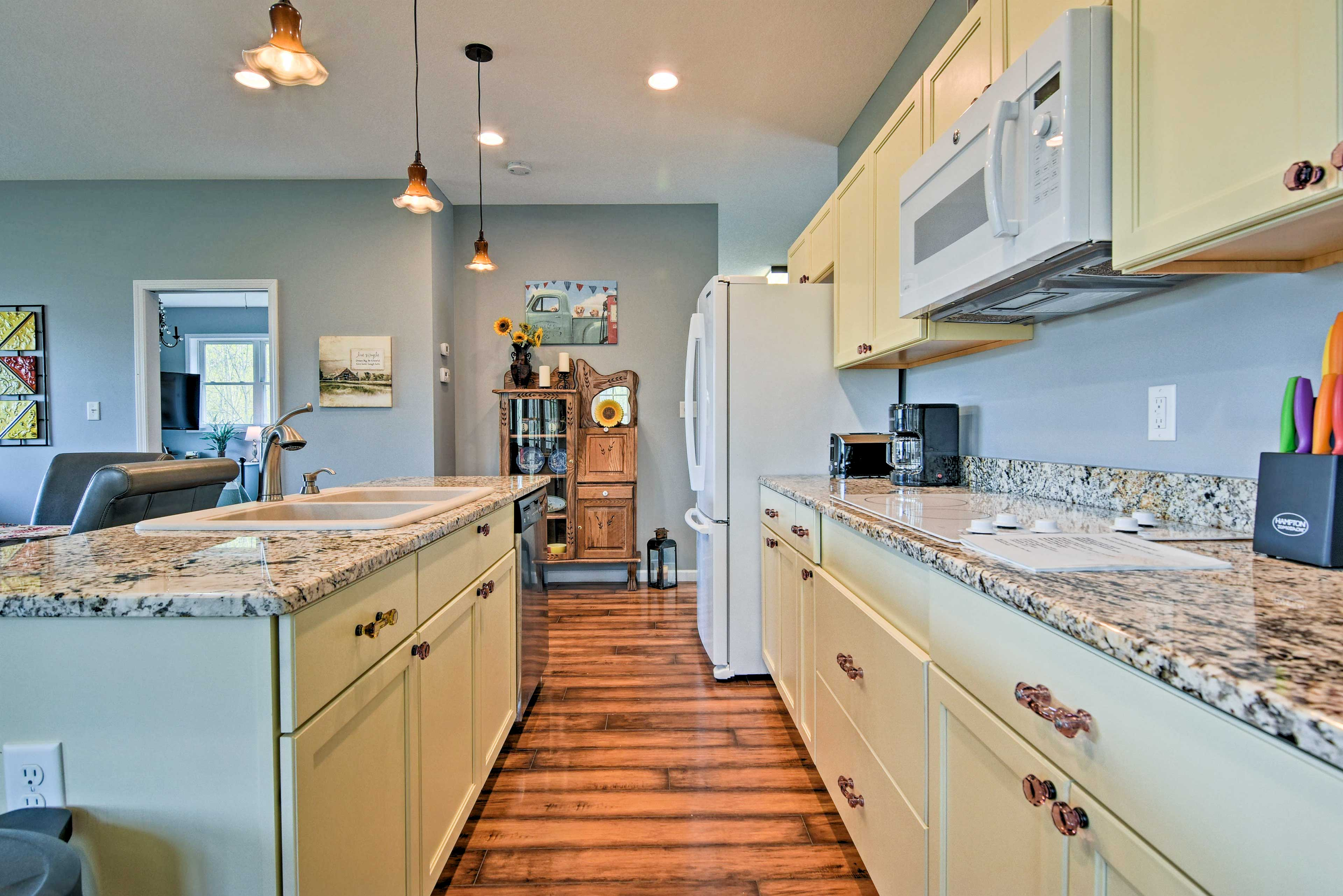 Cooking for 4 is a cakewalk in this well-equipped kitchen.