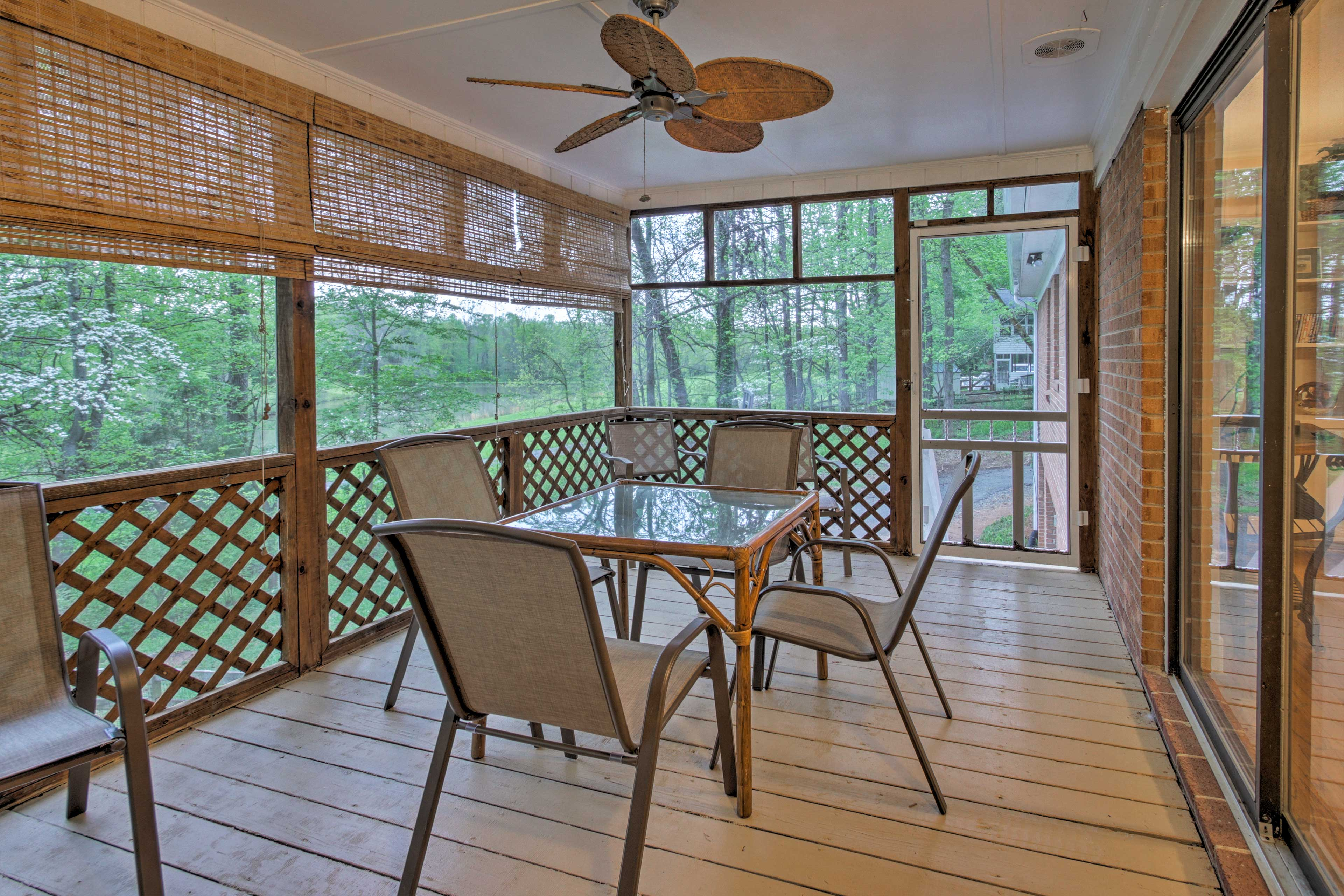 This 5-bed, 3-bath vacation rental house boasts a billiards table & deck.
