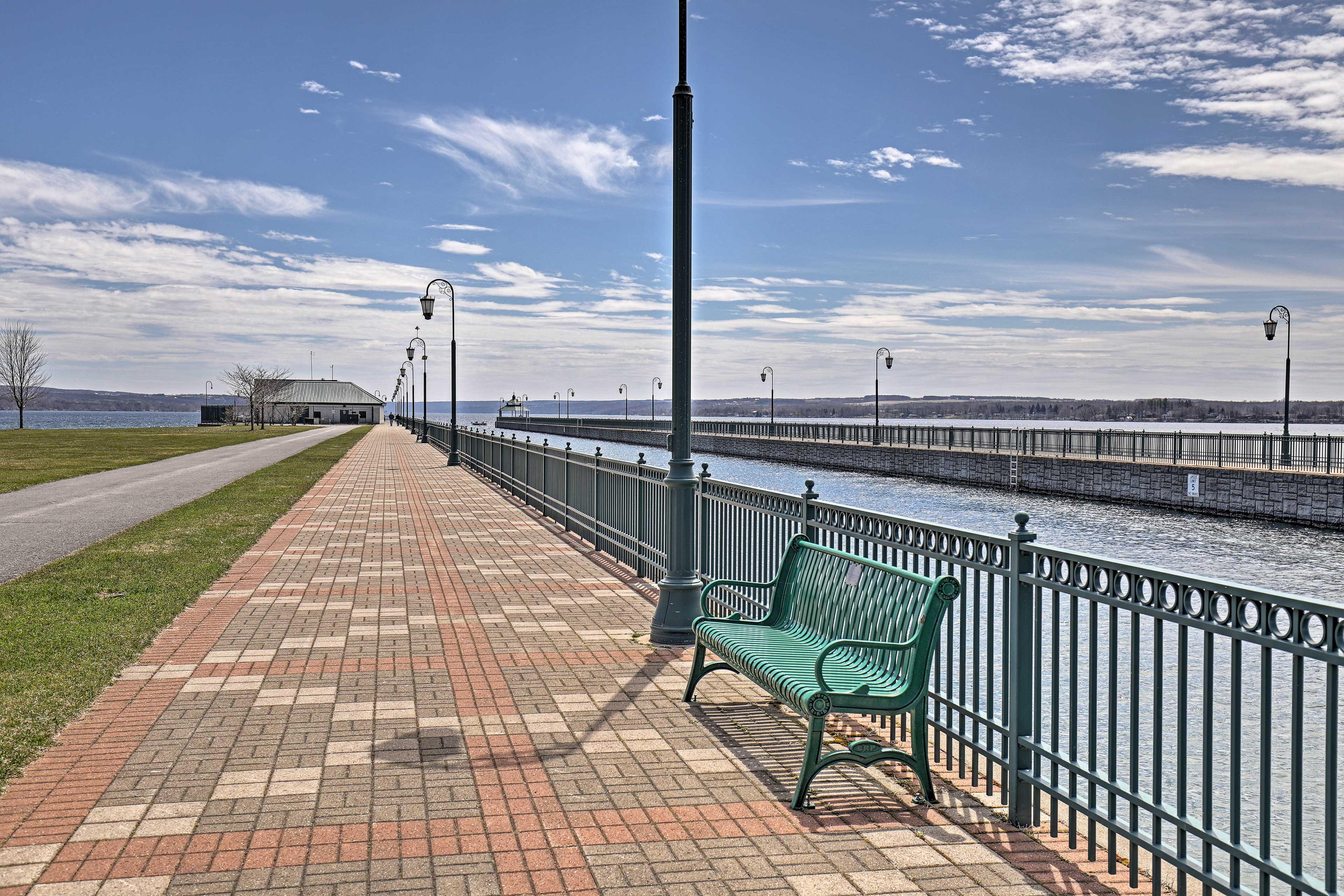 Stroll along the pier or dine at fantastic lakeside restaurants.