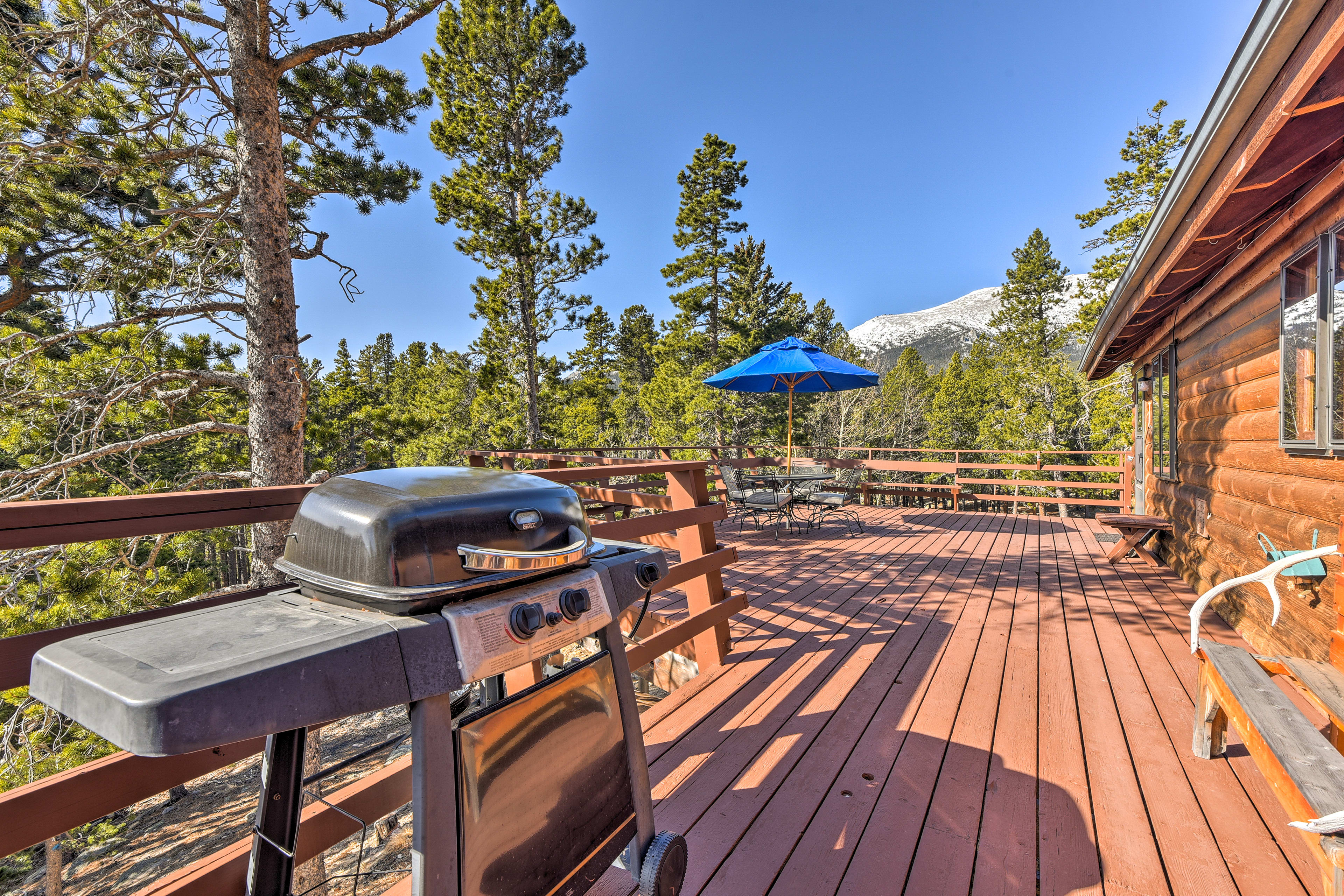 Up to 8 guests can enjoy barbecues outside during their Rocky Mountain getaway!