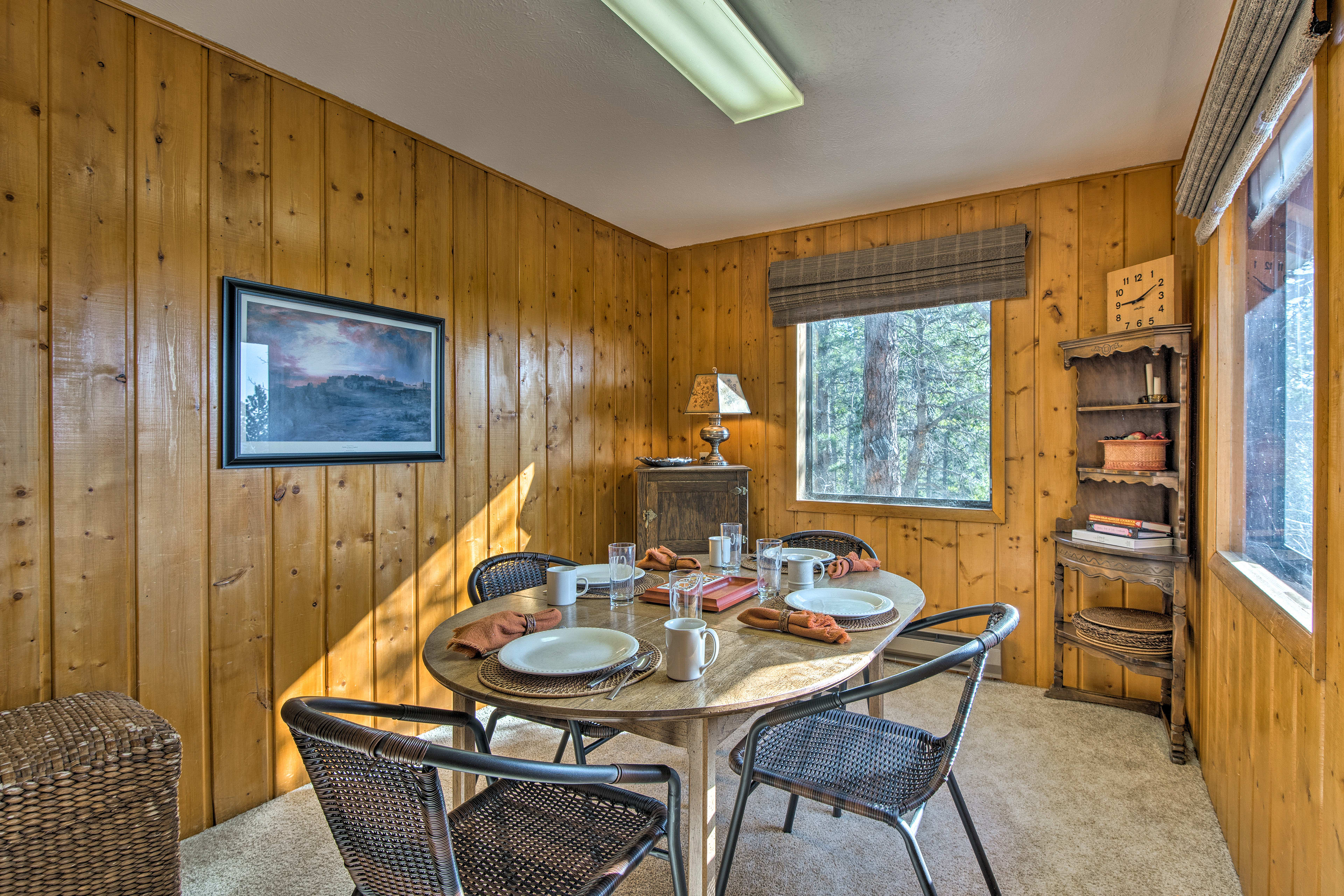 Family dinners will be a treat on this 4-person dining table.