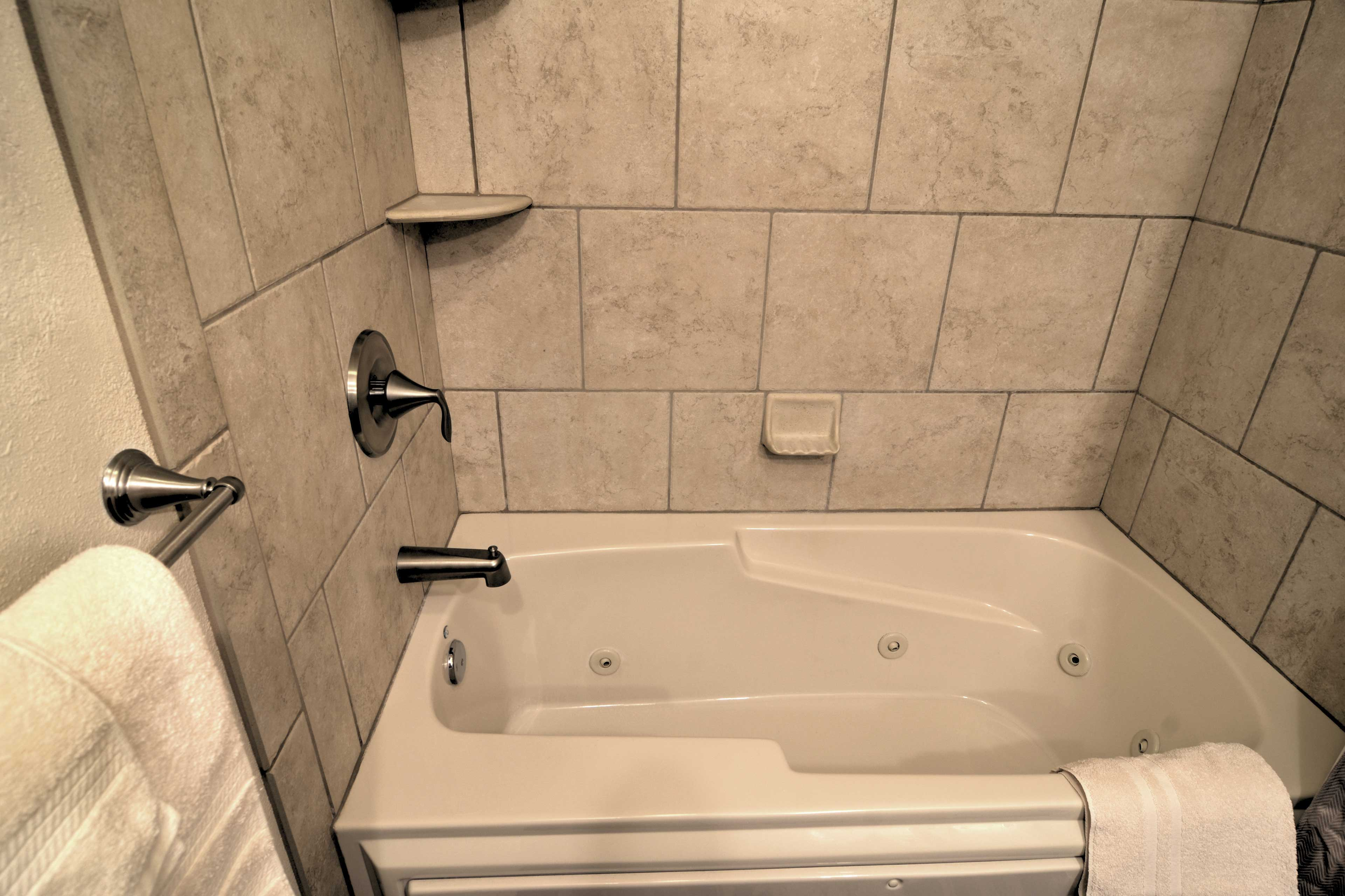 The master bath features a large jacuzzi tub.