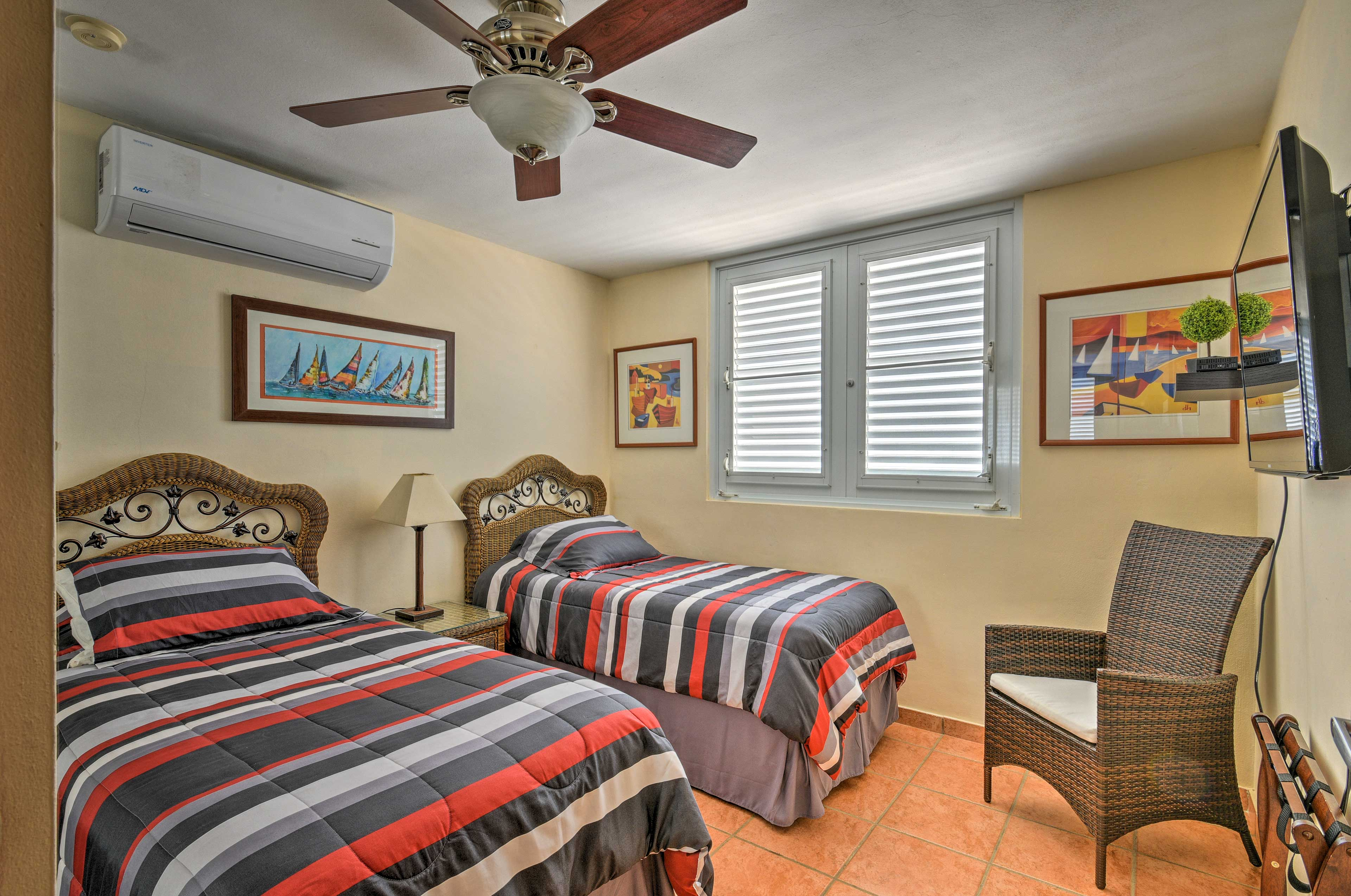 Kids will love this room with a flat-screen TV and 2 twin beds.