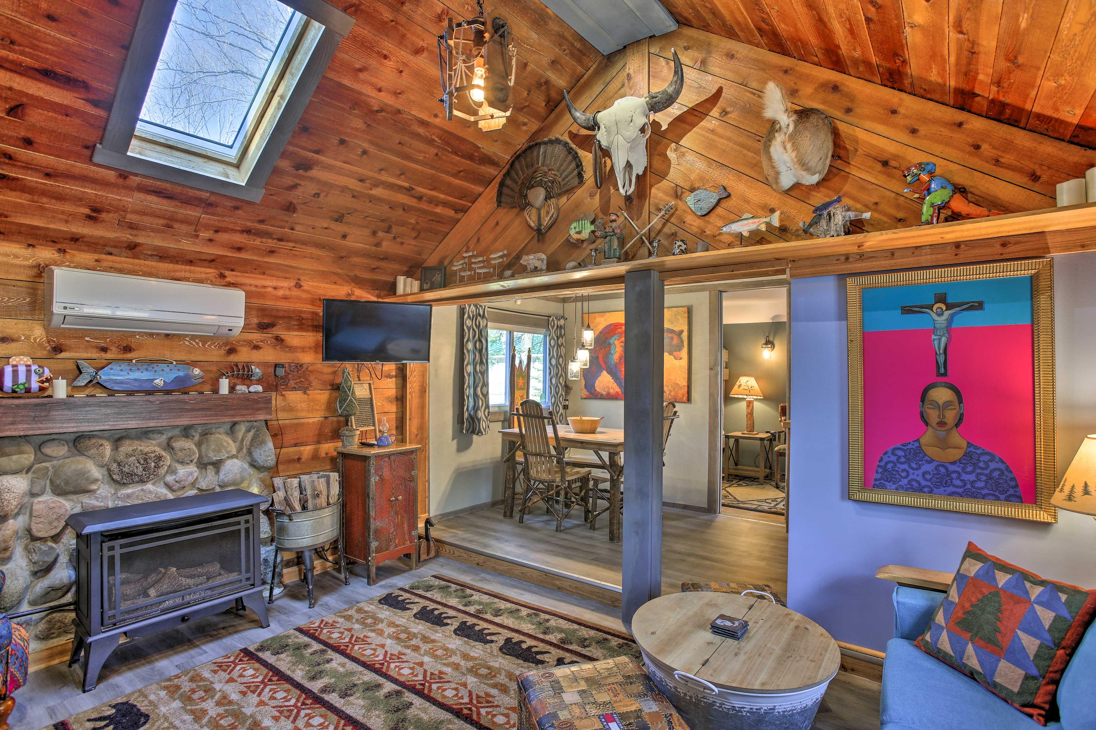 Main Living Space | Smart TV | Fireplace