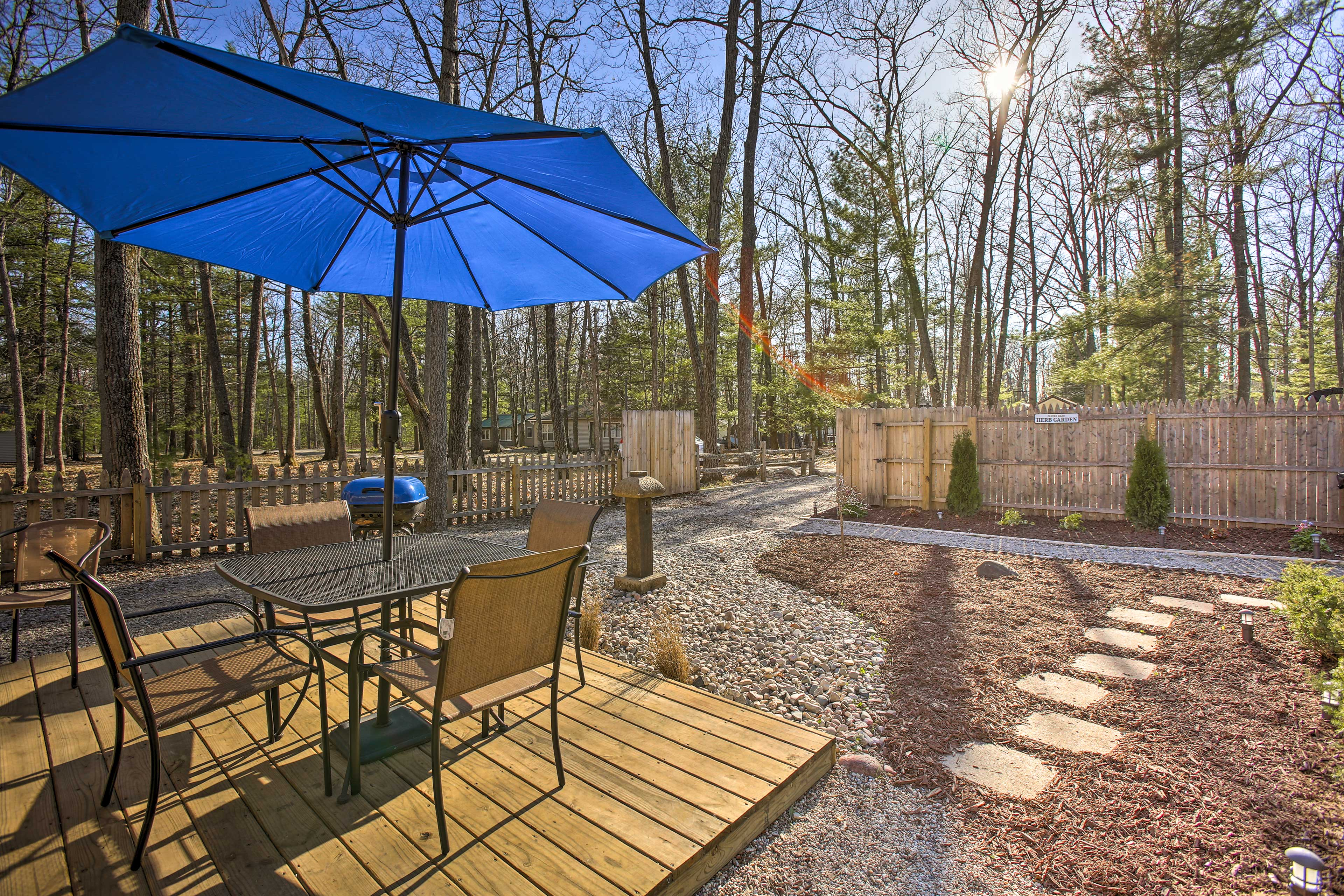 Roscommon Vacation Rental | 2BR + Loft | 2BA | 500 Sq Ft | Few Stairs Required