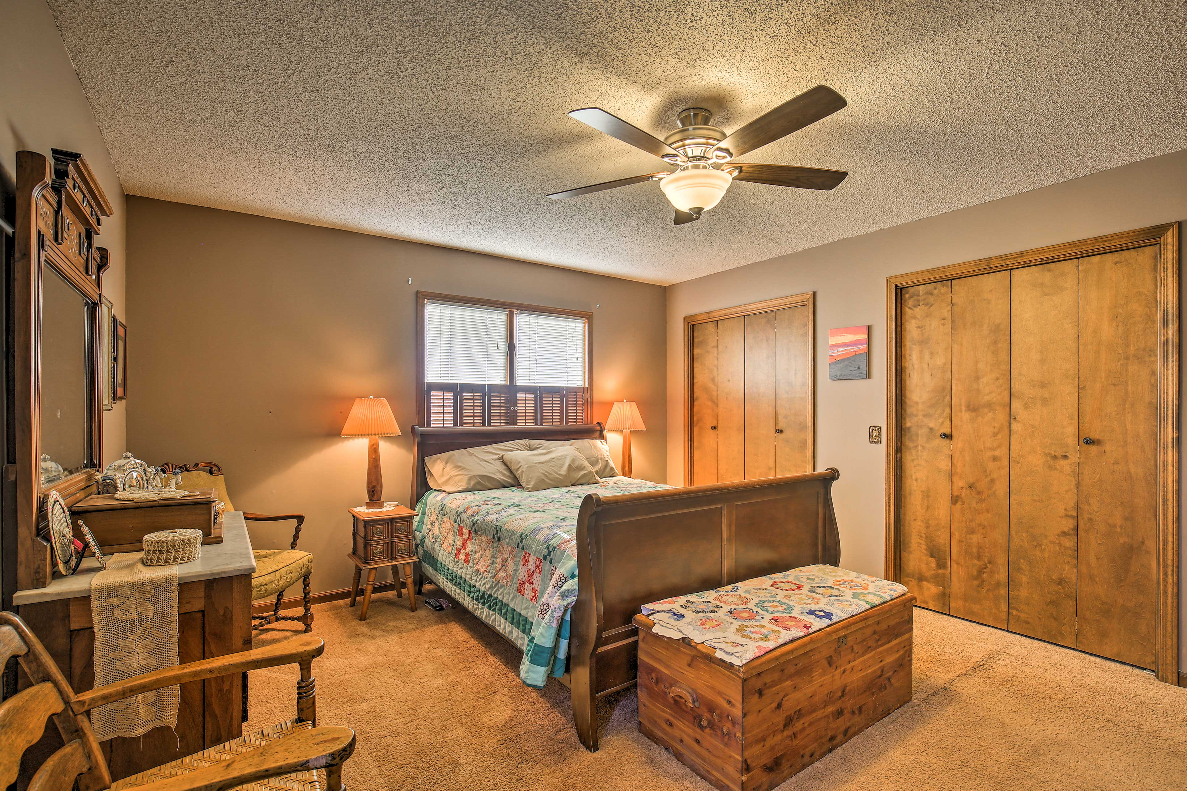 A queen bed and 2 closets in the master bedroom let you stay in comfort.