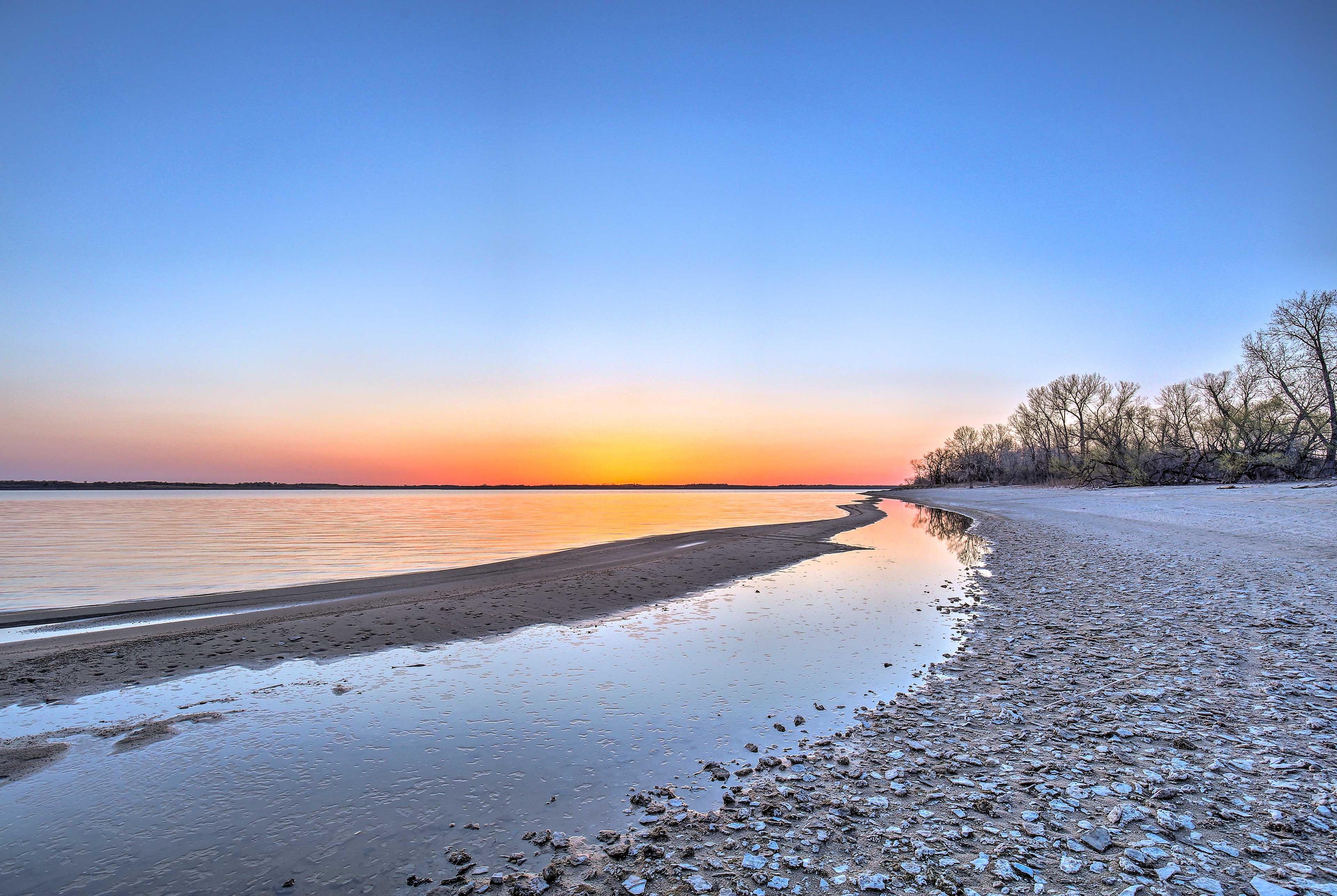 Walk down to the sandy shores of the beautiful beach on Milford Lake.