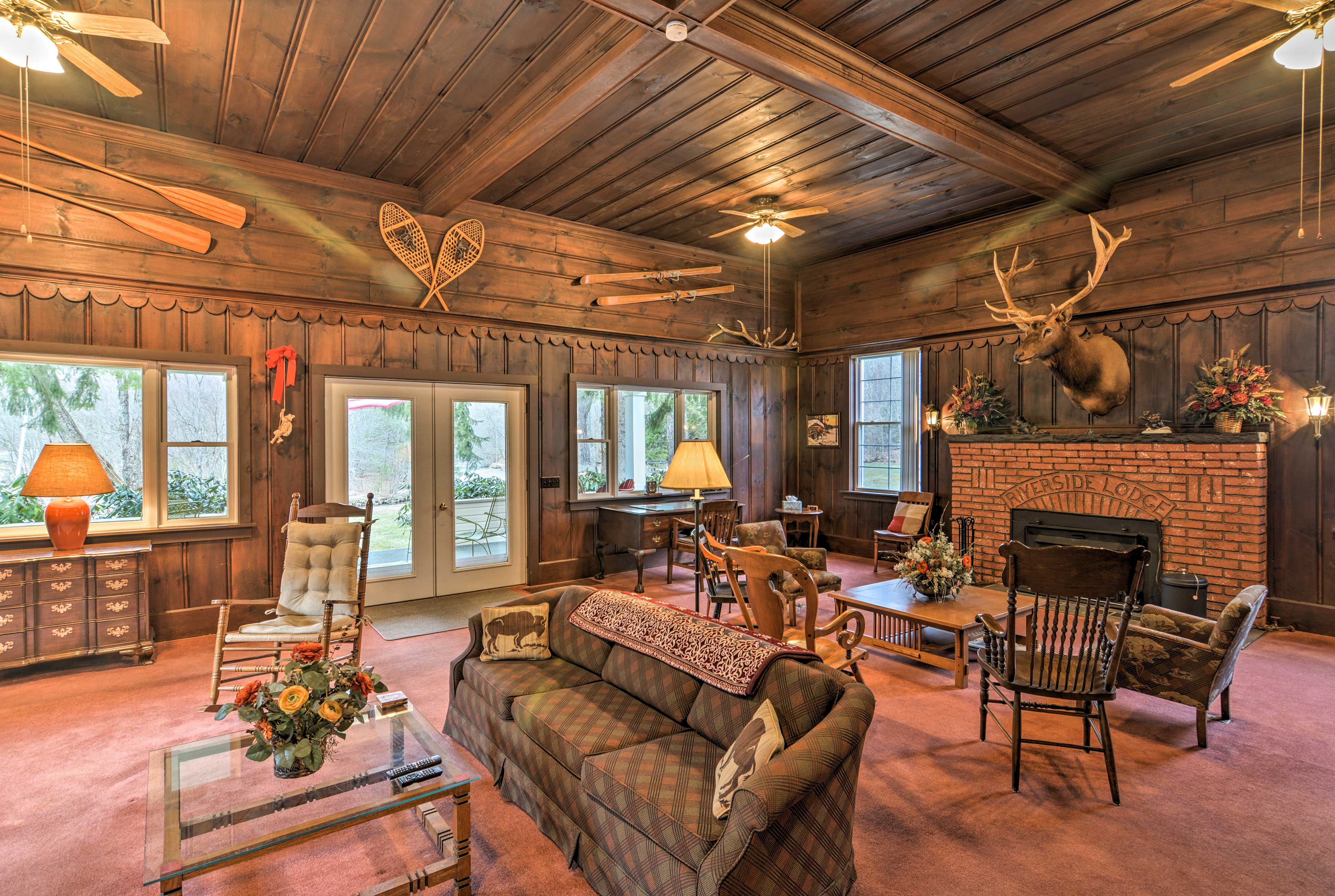 'The Riverside Lodge' is the ideal home for your next Wilcox getaway!