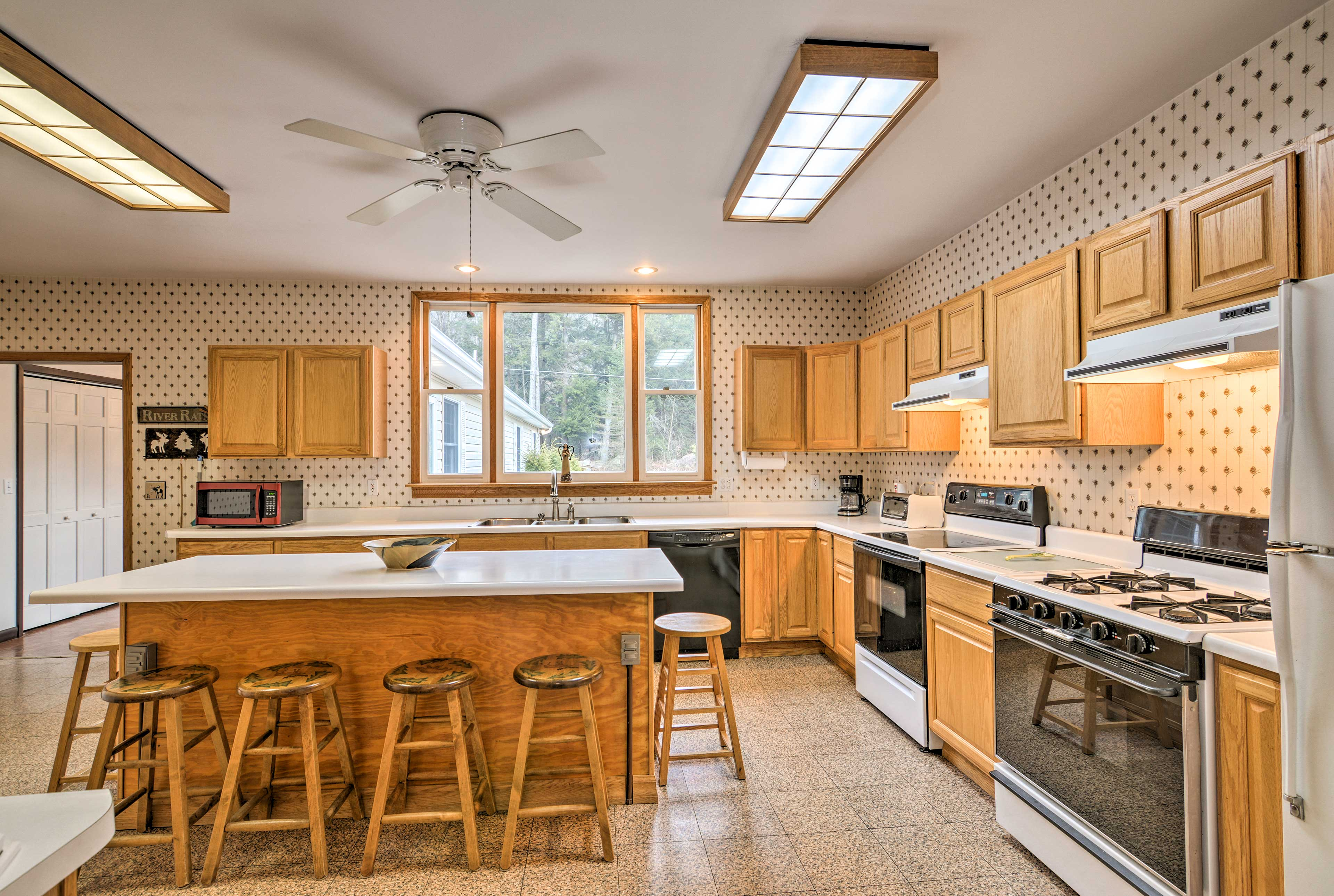 The kitchen has 2 ovens; making large meals will be a breeze!