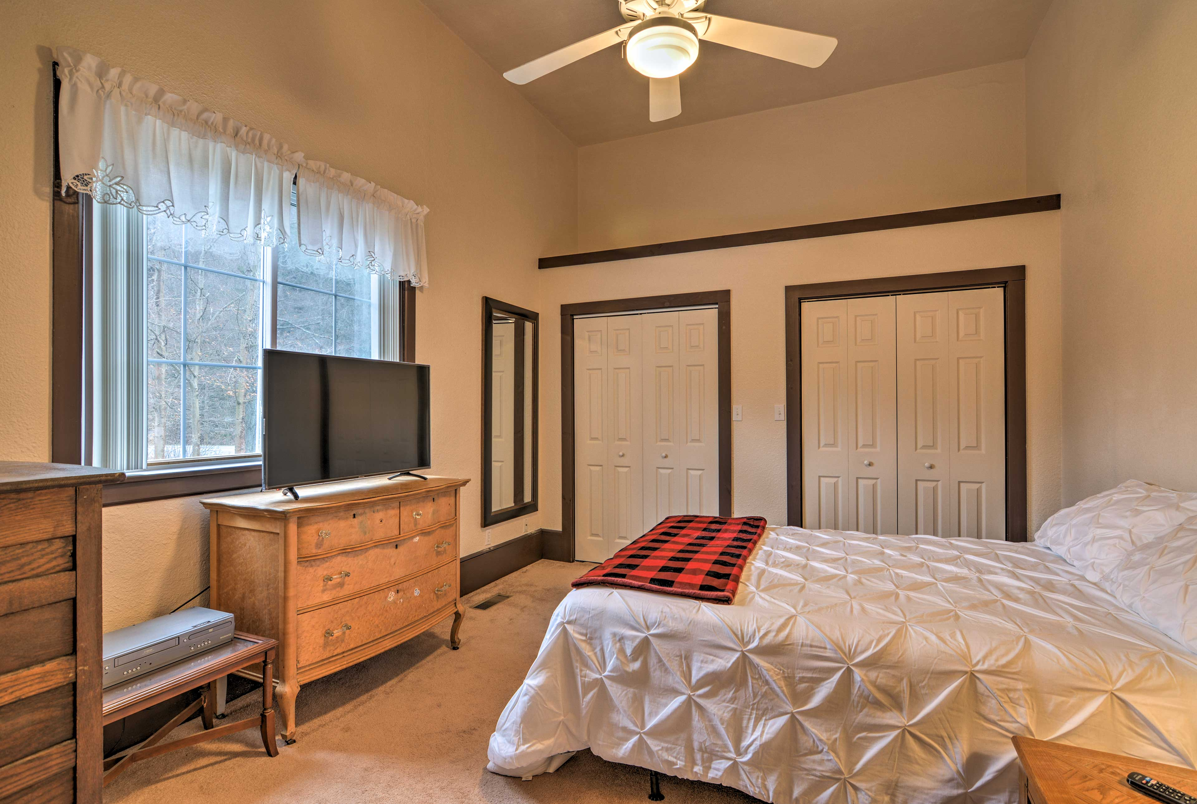Two guests will sleep well in this queen bed.