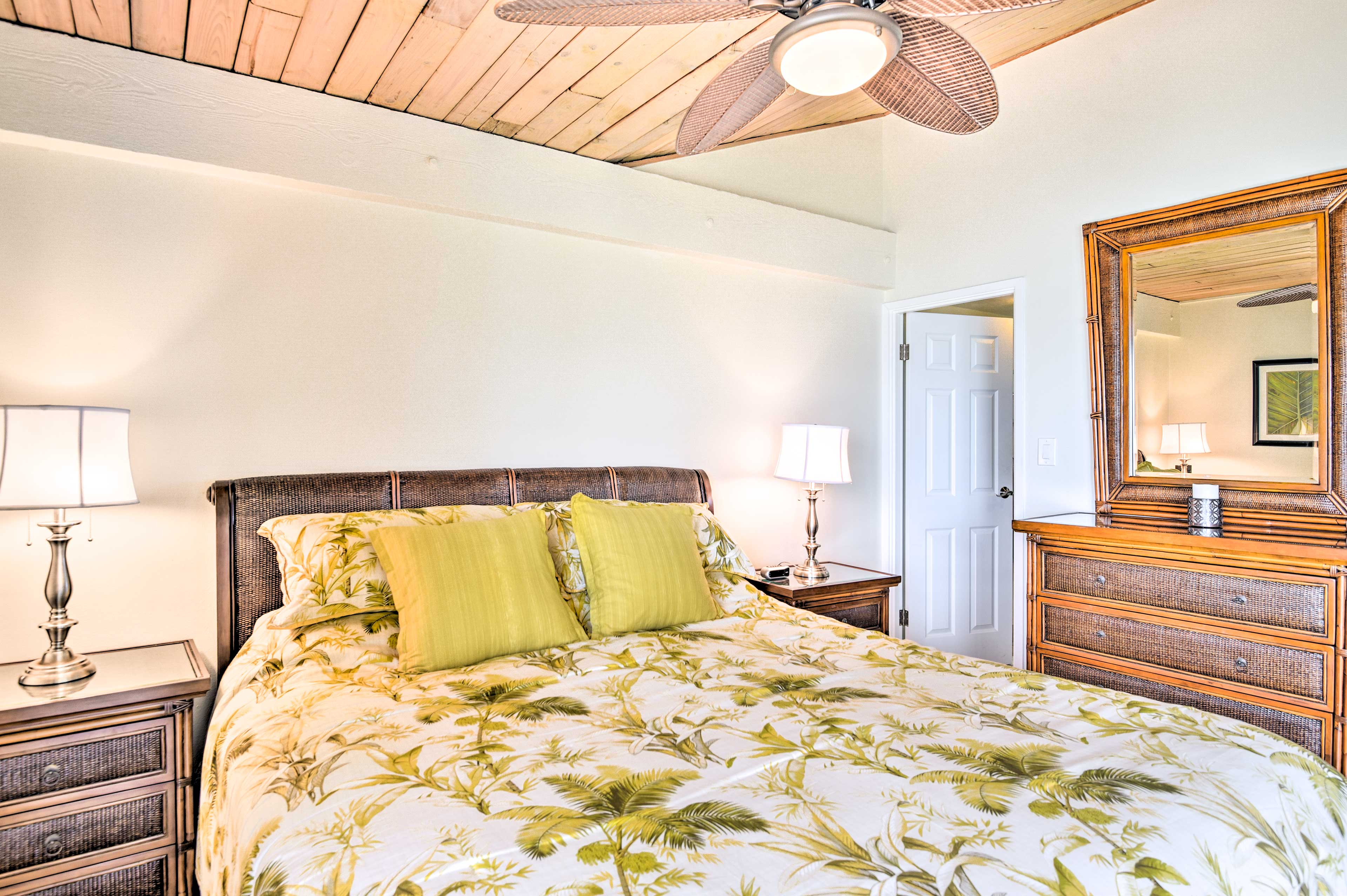 1, 2, 3...and you'll fall asleep quickly in this comfy king-sized bed.