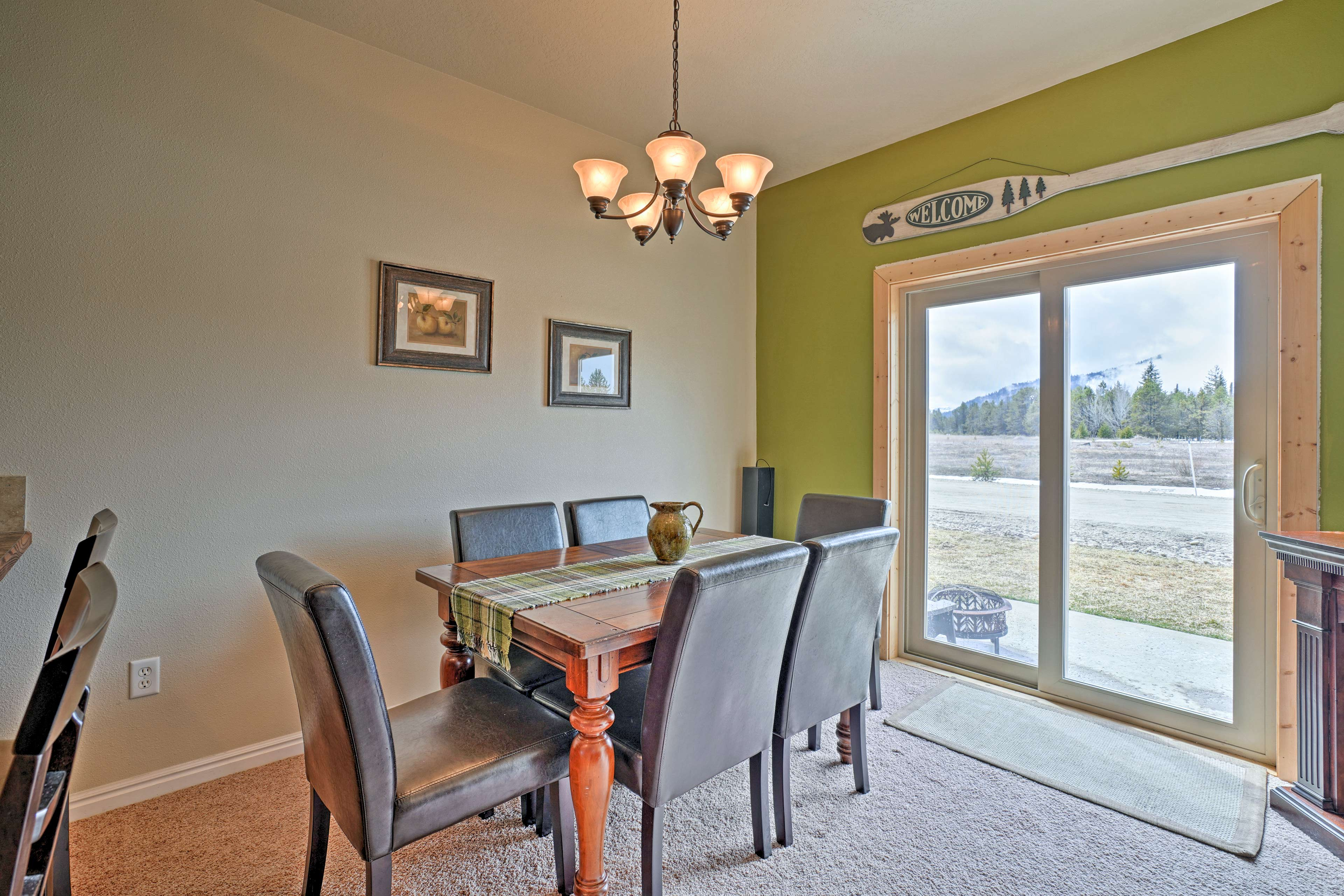 You'll feel right at home as you dive into dinner at the 6-person table.