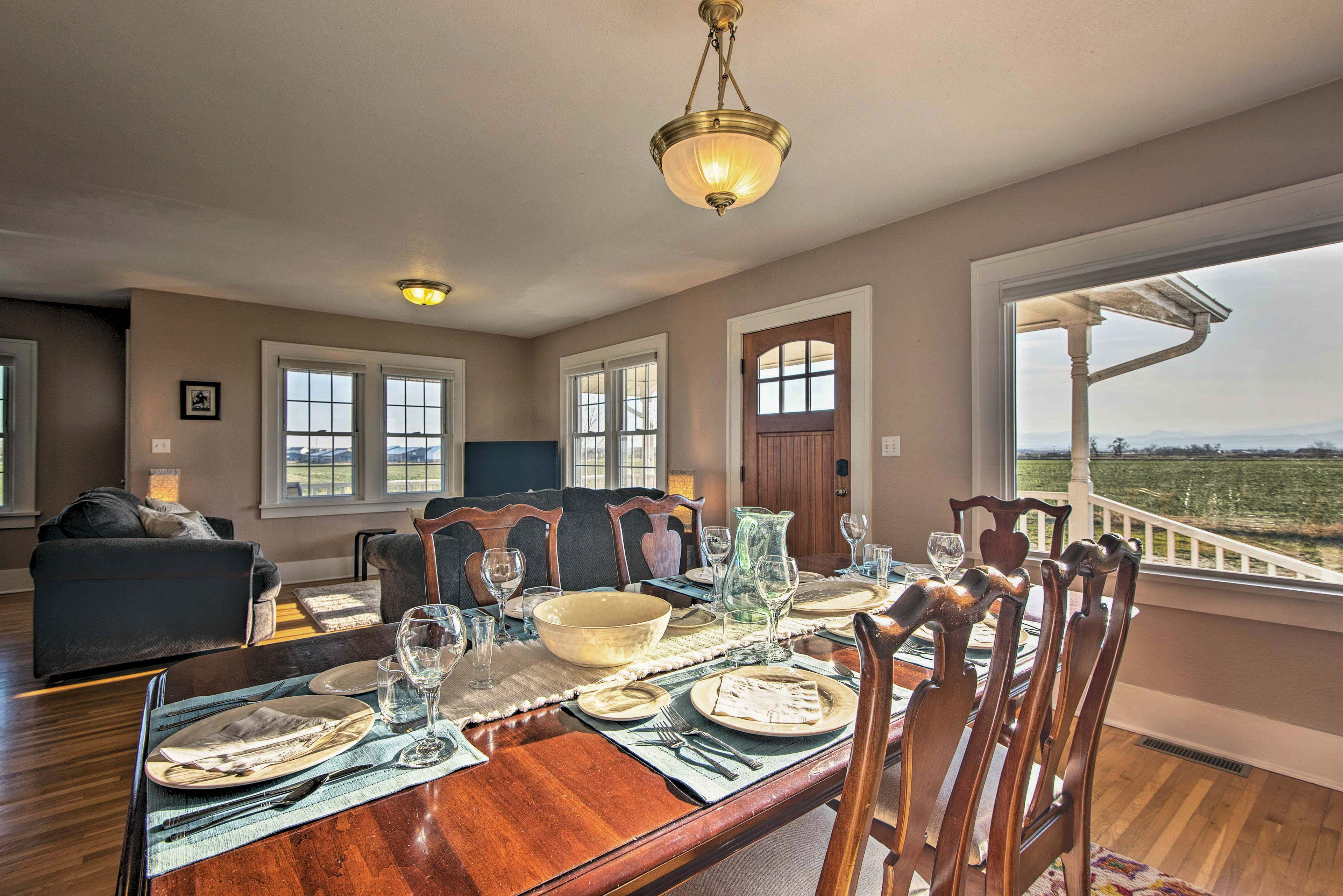 Admire prime pastoral views through the clear window!