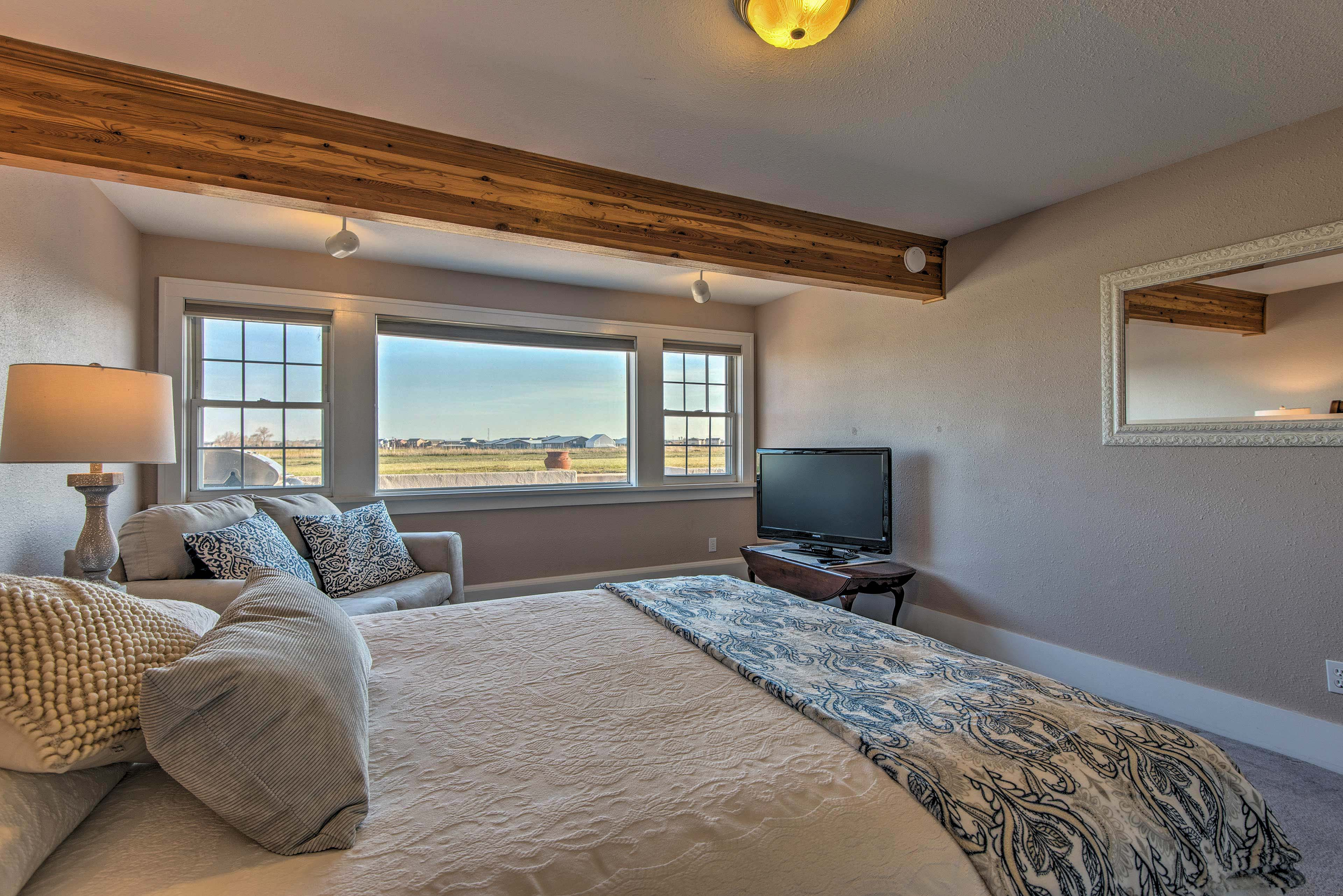 Each room reveals soothing views of the surrounding scenery.