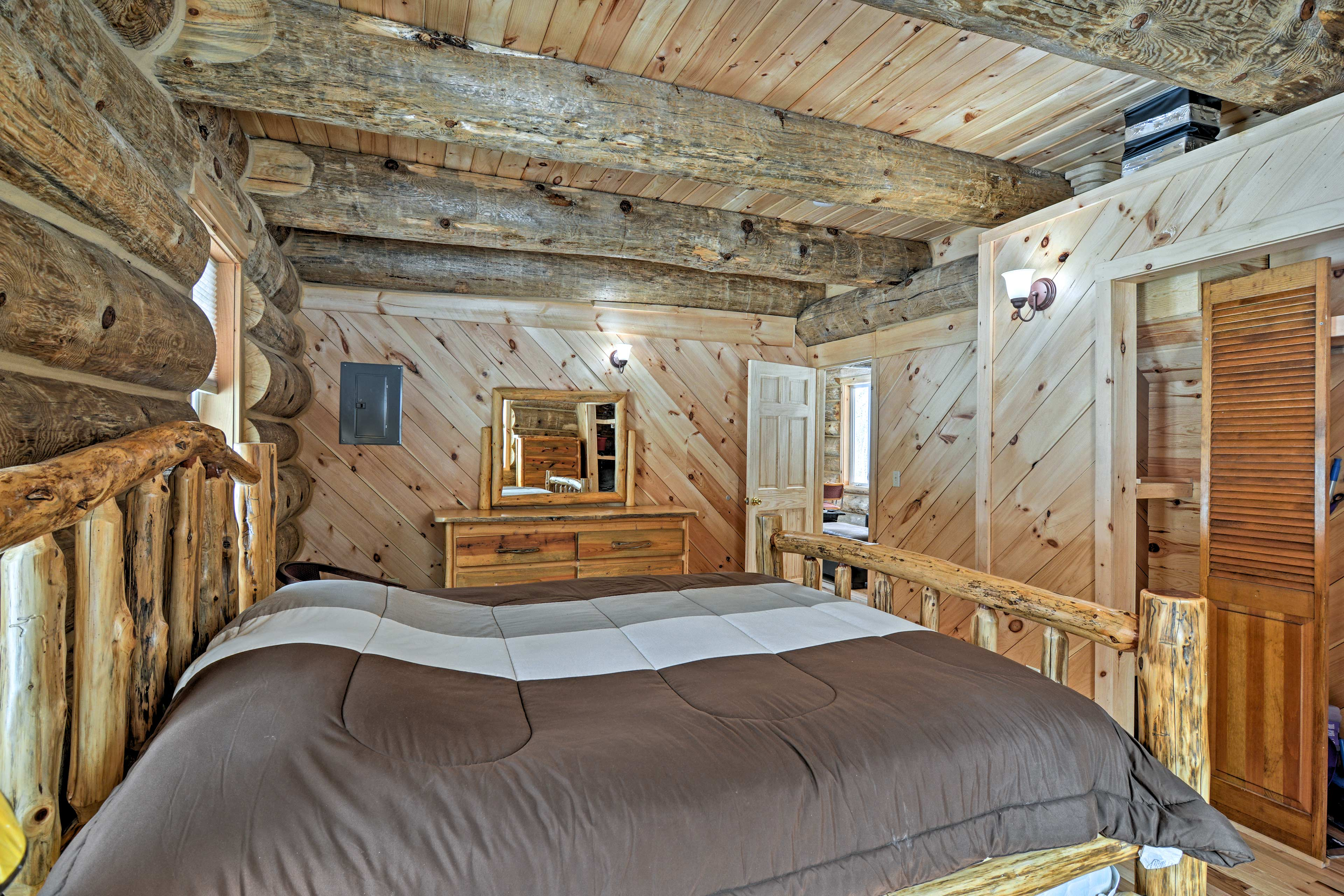 Inside the cabin, you'll find 2 bedrooms, a loft, and 1 full bathroom.