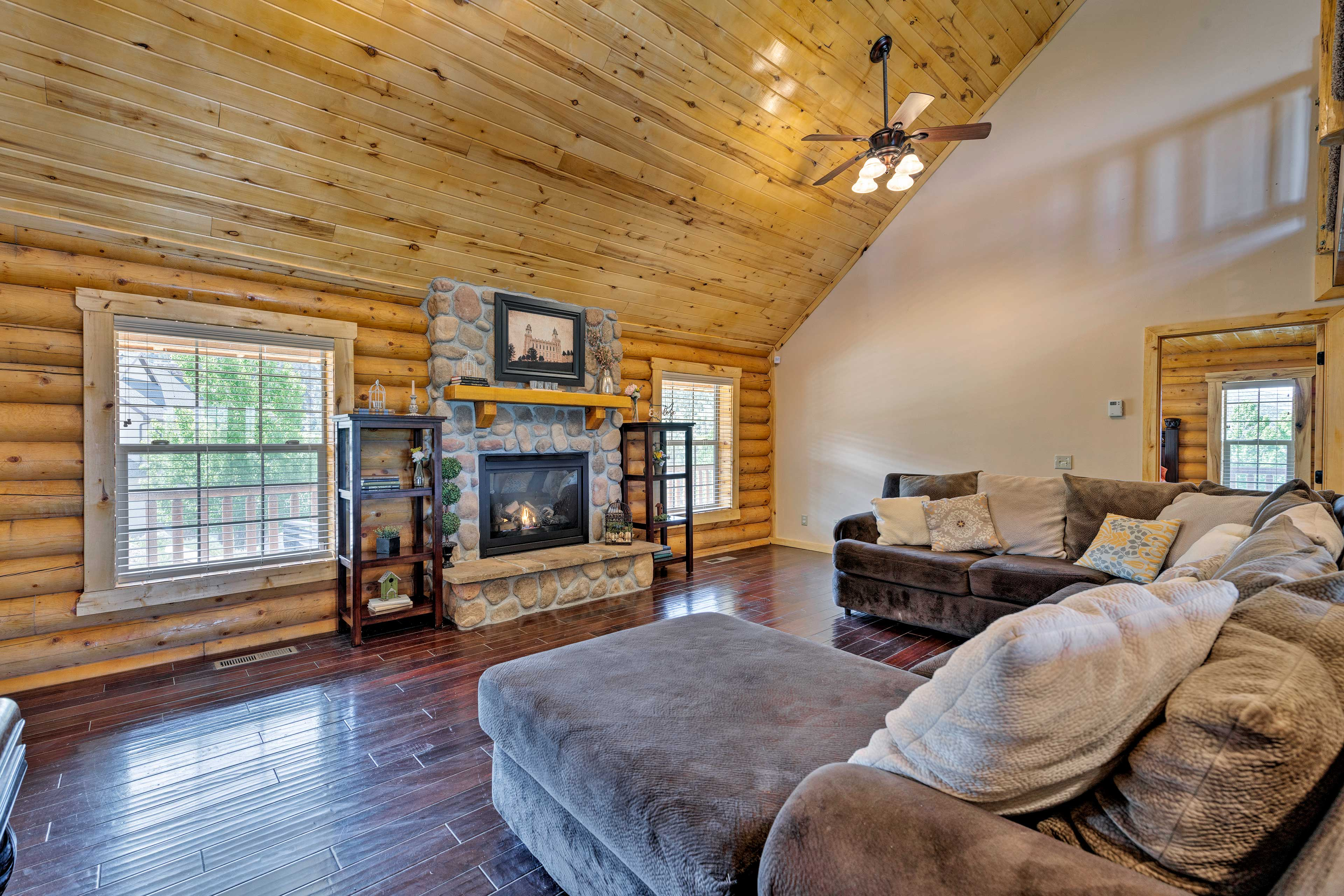 Make yourself at home in the 6BR, 4.5-bath cabin by Palisade State Park.