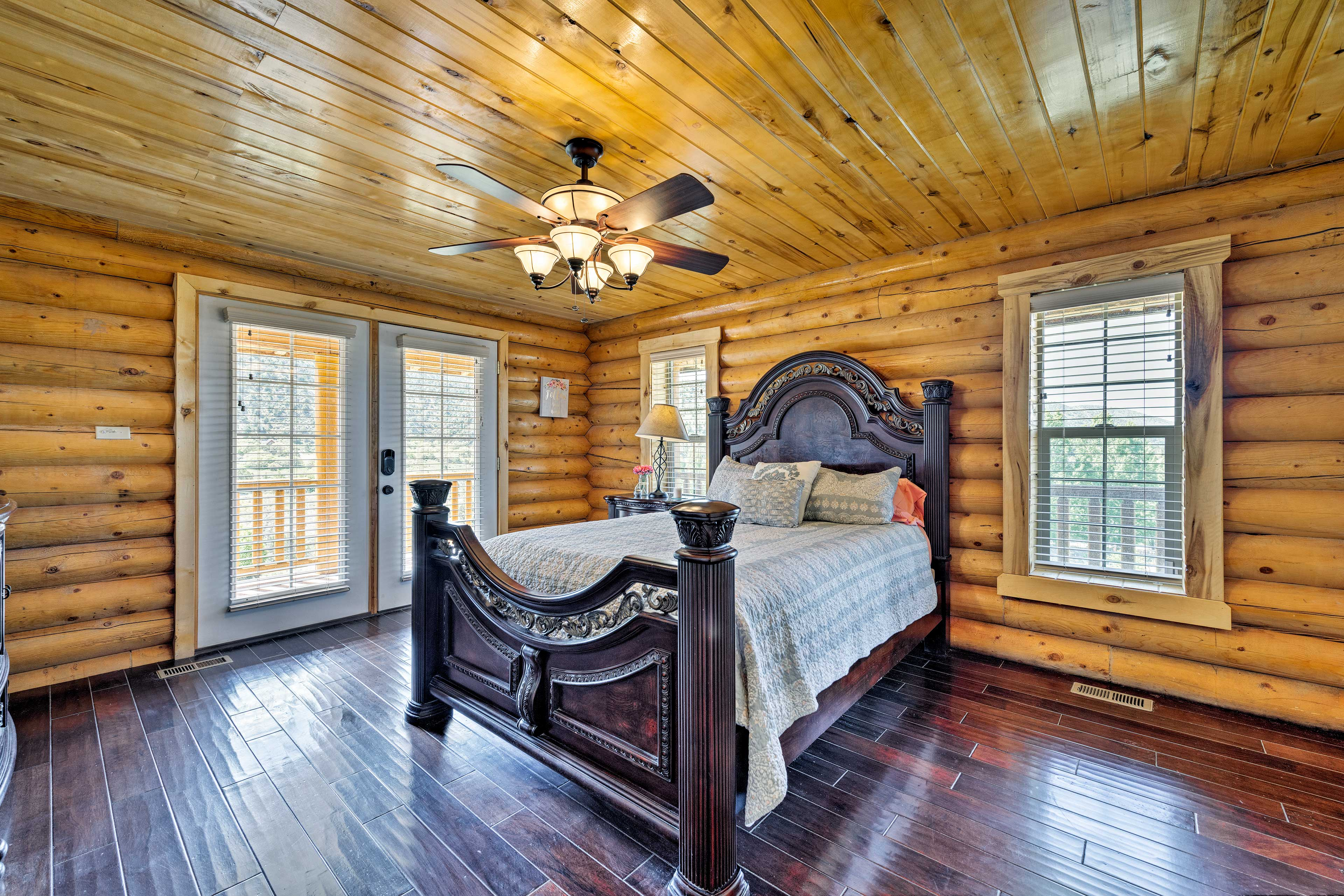 The master bedroom hosts a queen bed for 2.