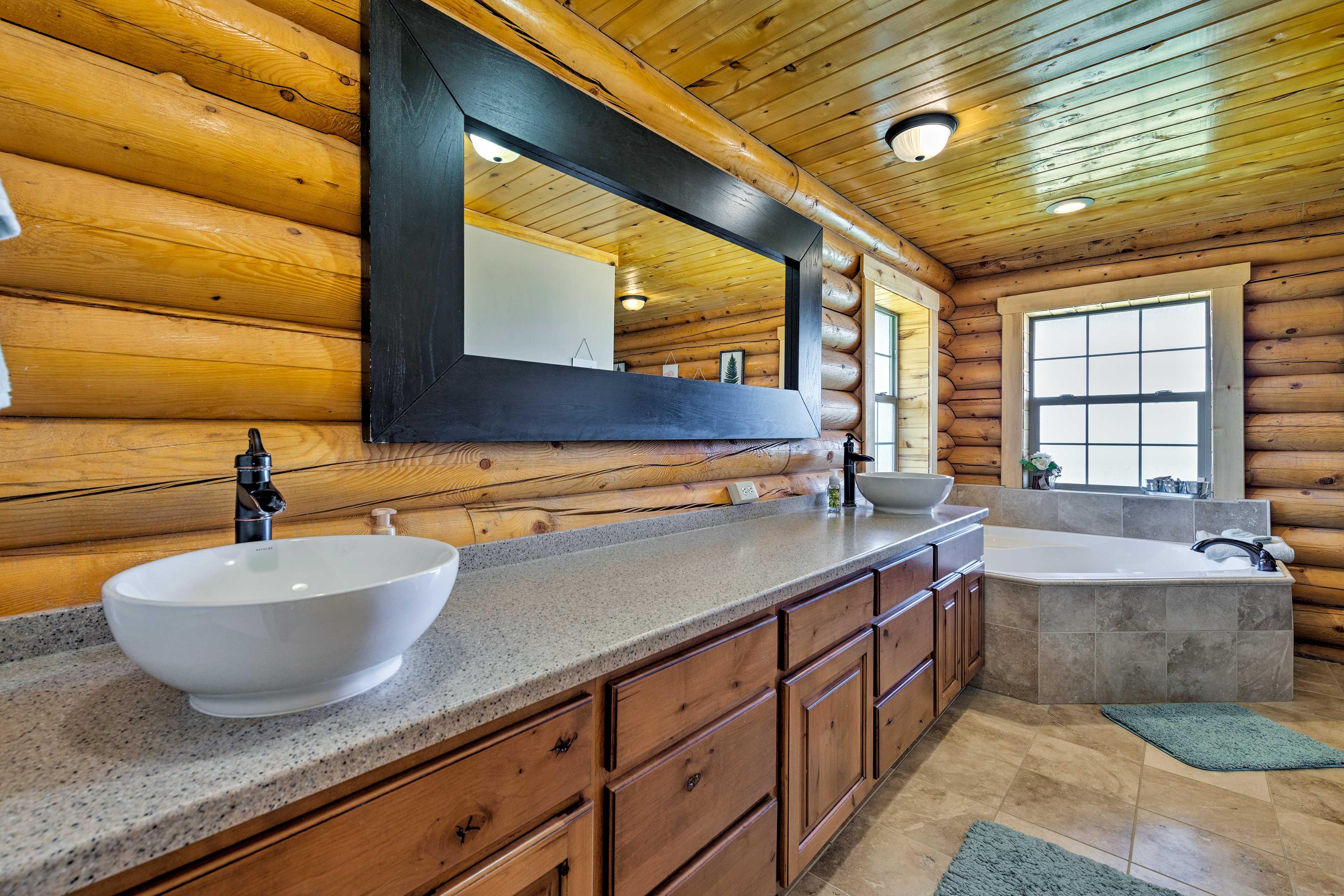 You'll love the convenience of the en-suite bath.