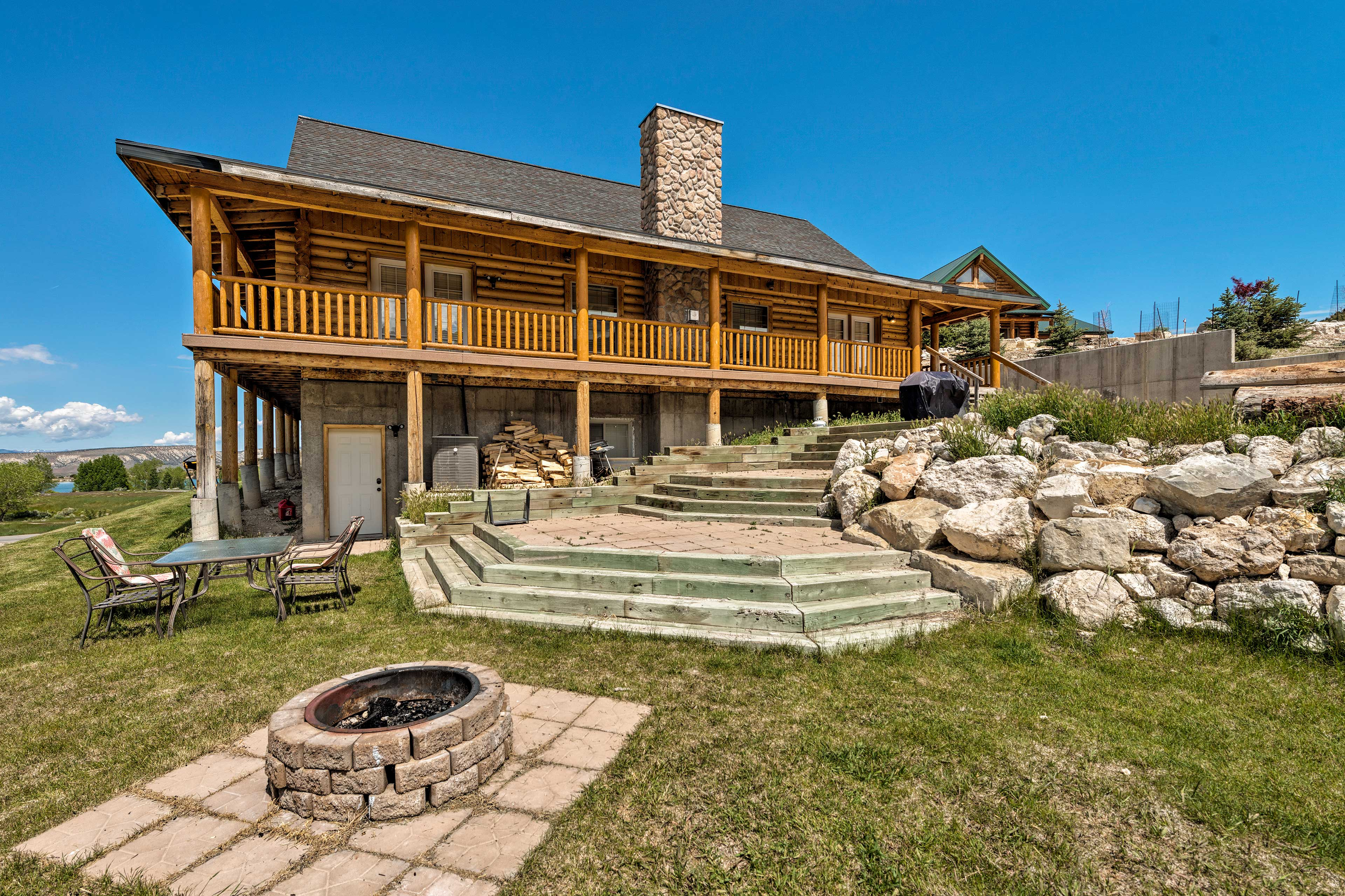 This vacation rental cabin boasts 5,000 square feet.