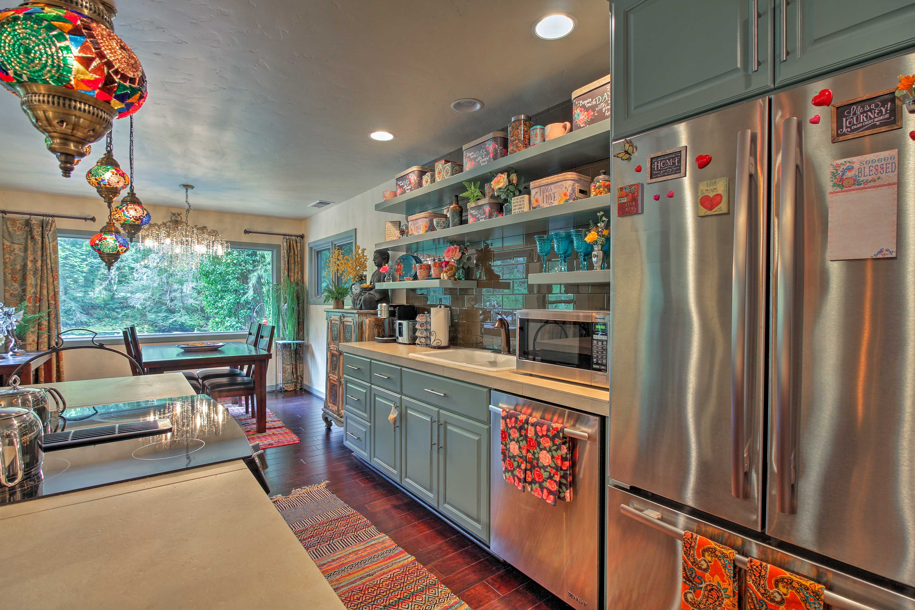 Impress your partner with your chef skills in the fully equipped kitchen.