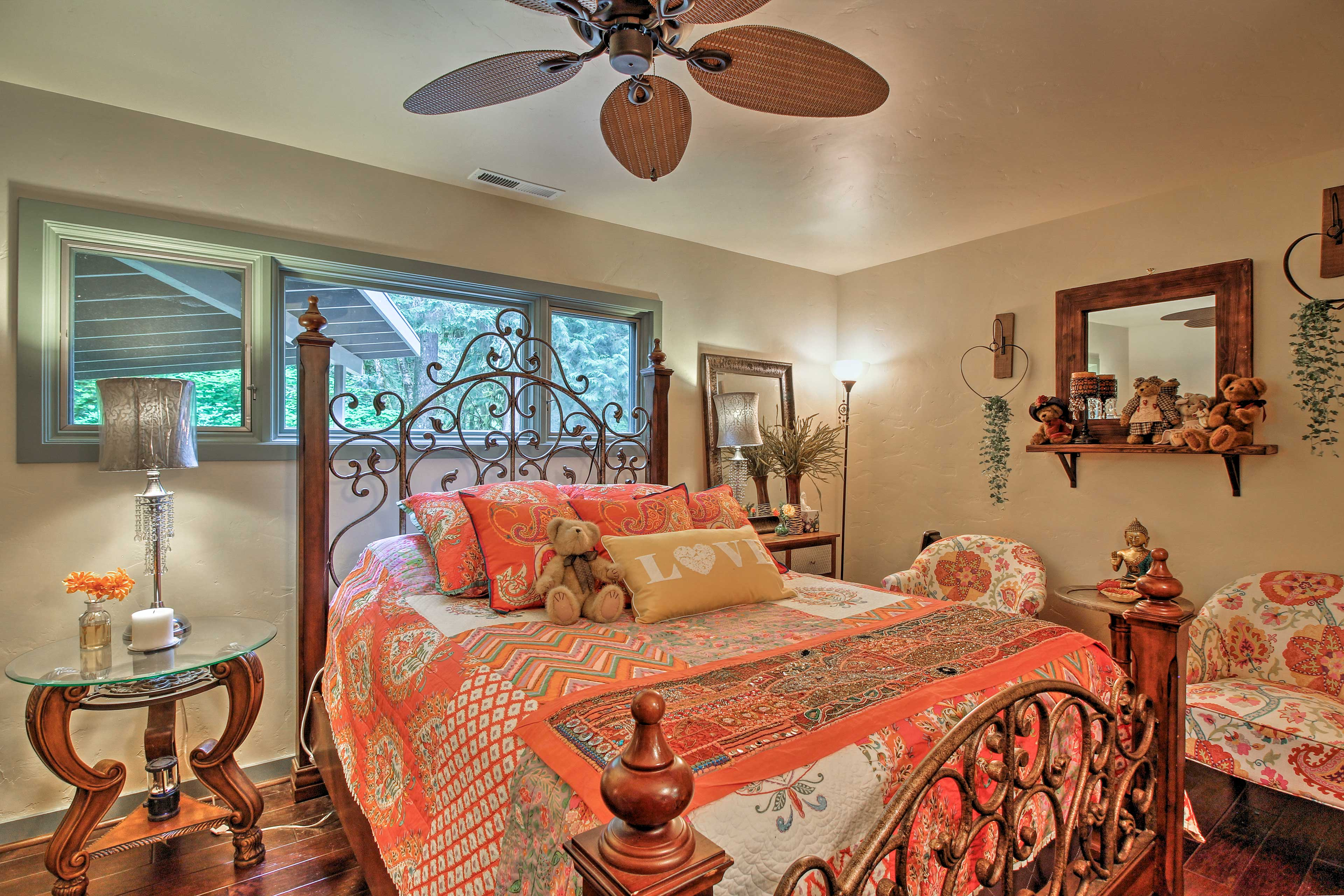 Tastefully appointed and brightly lit - you'll love this room!