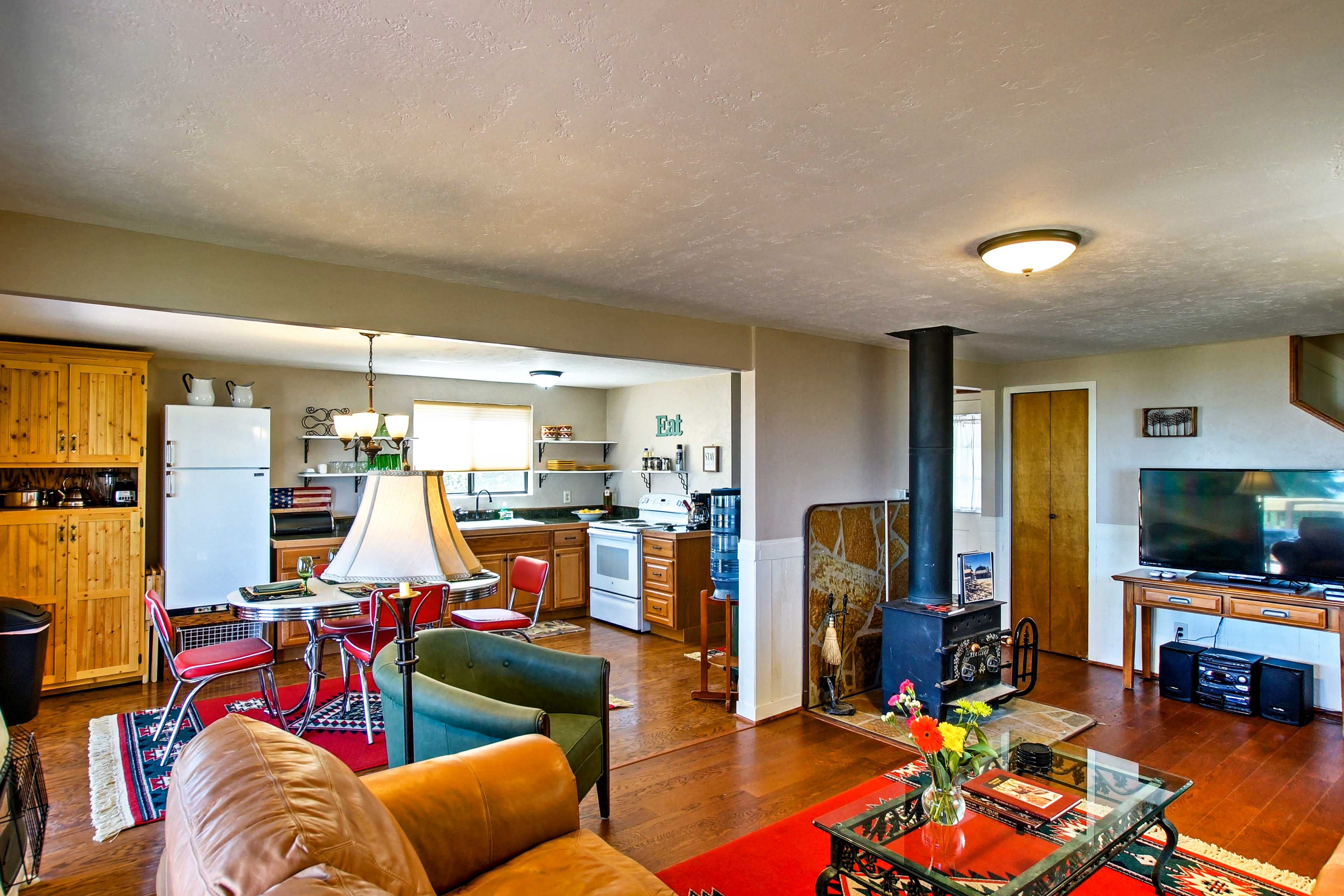 The open floor plan allows room for everyone in the group to sprawl out.