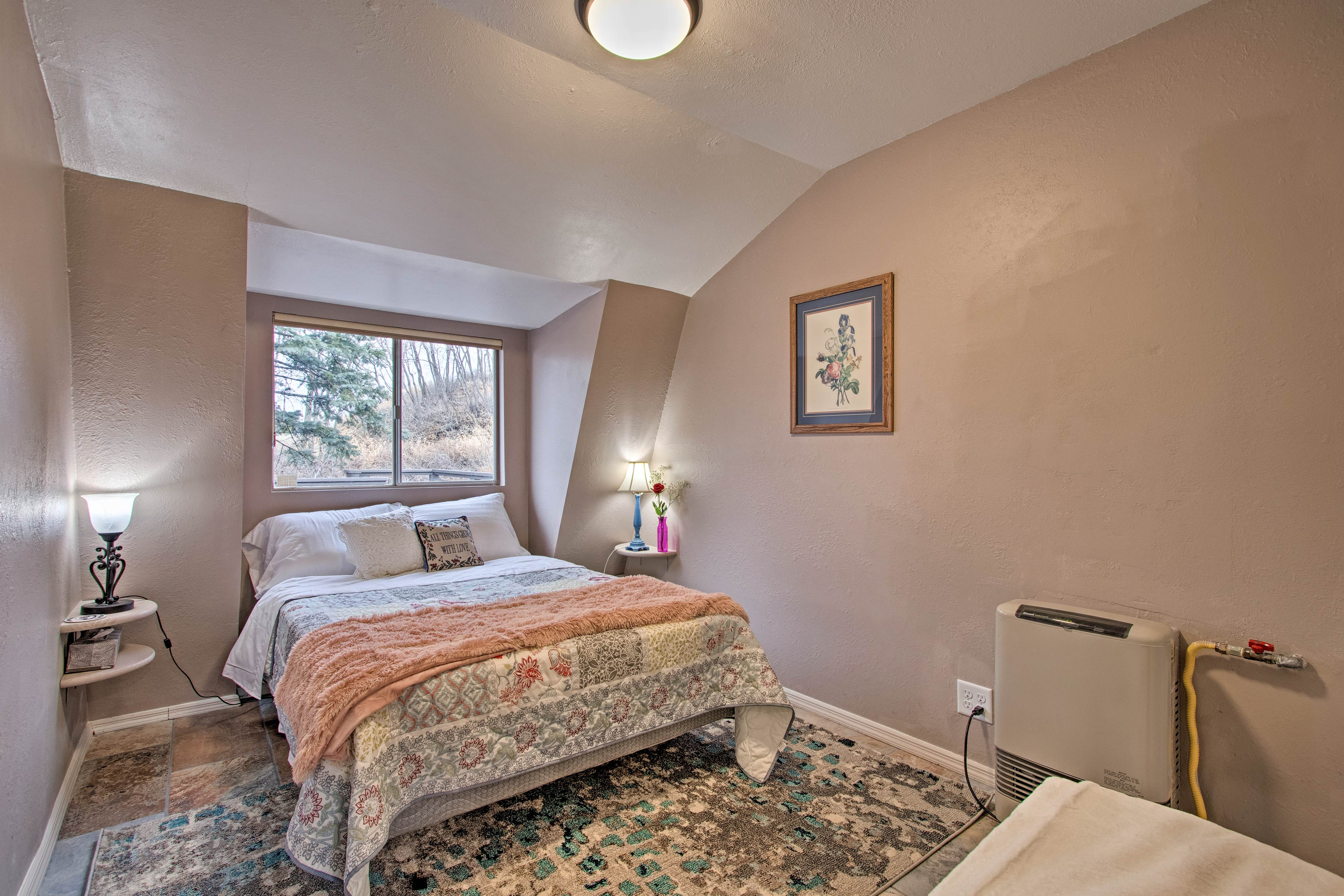 This room has a full-sized bed for 2.