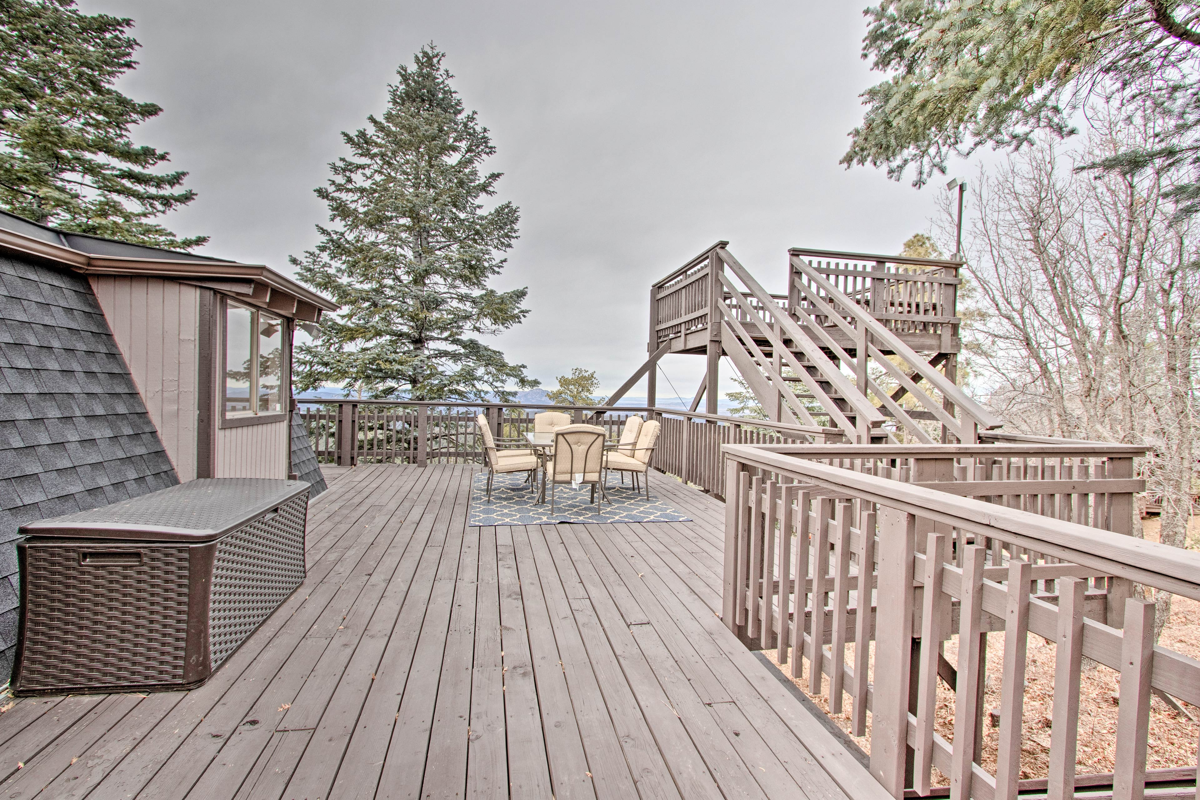 There's plenty of room for activities on this deck.