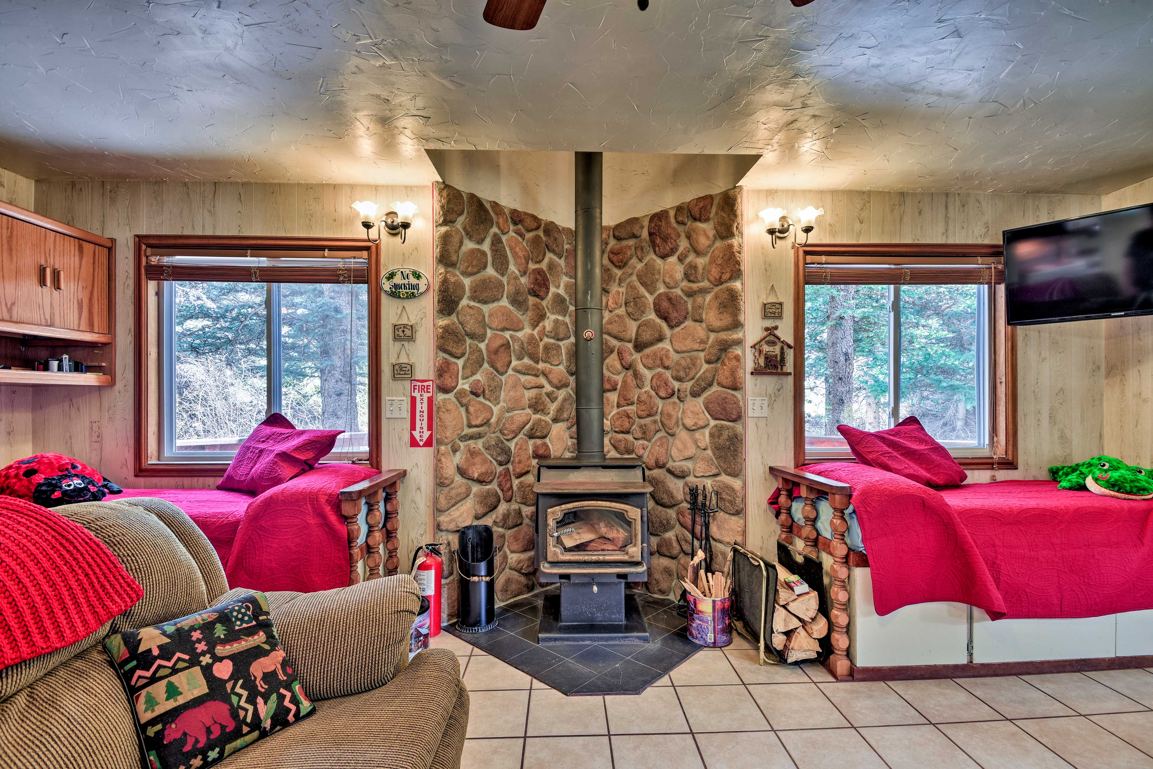 Enjoy the comforts of home plus a gazebo and more beside the serene Red River.