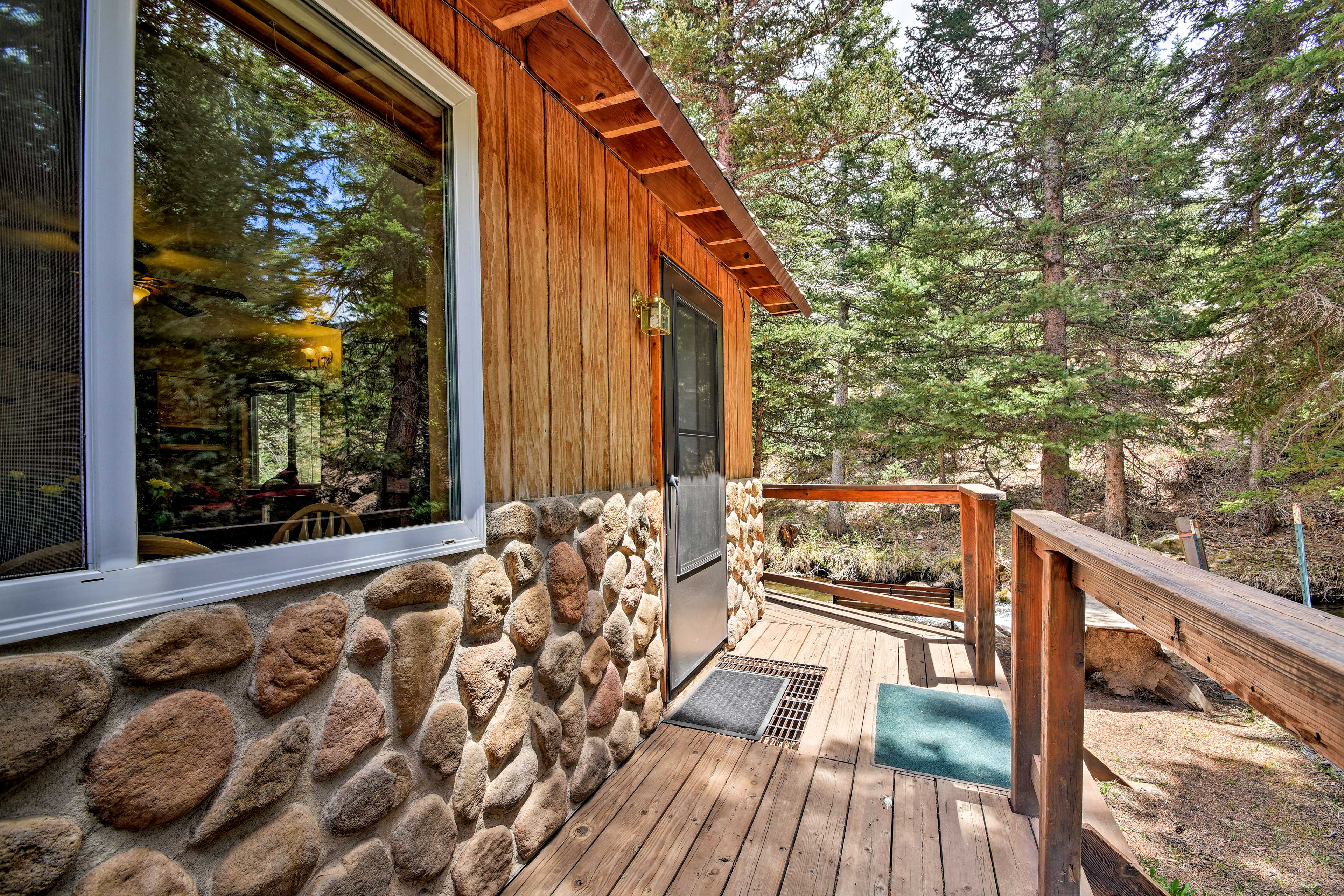 This rustic cabin is a quintessential mountain retreat.