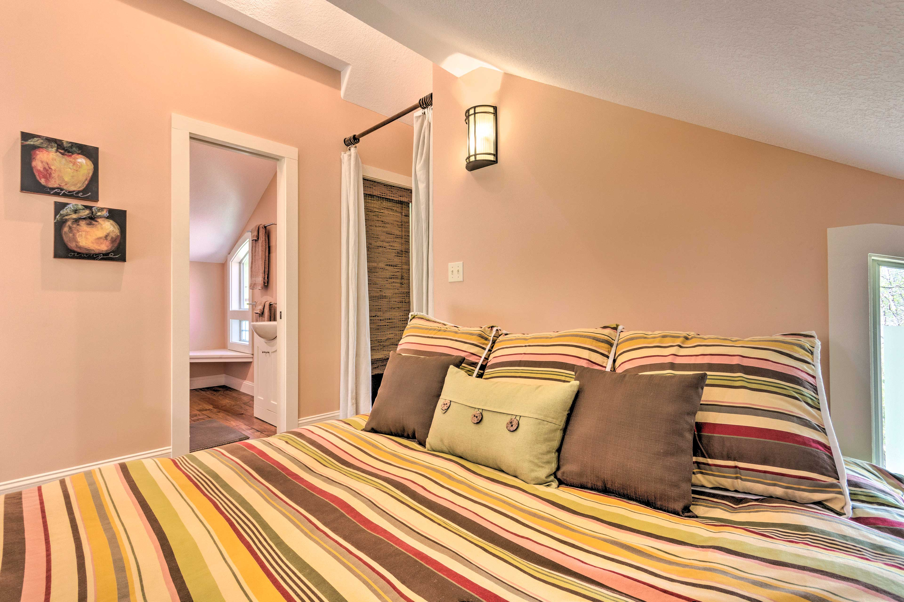 You'll love sleeping in this king-size nest (with Tempur-Topper).