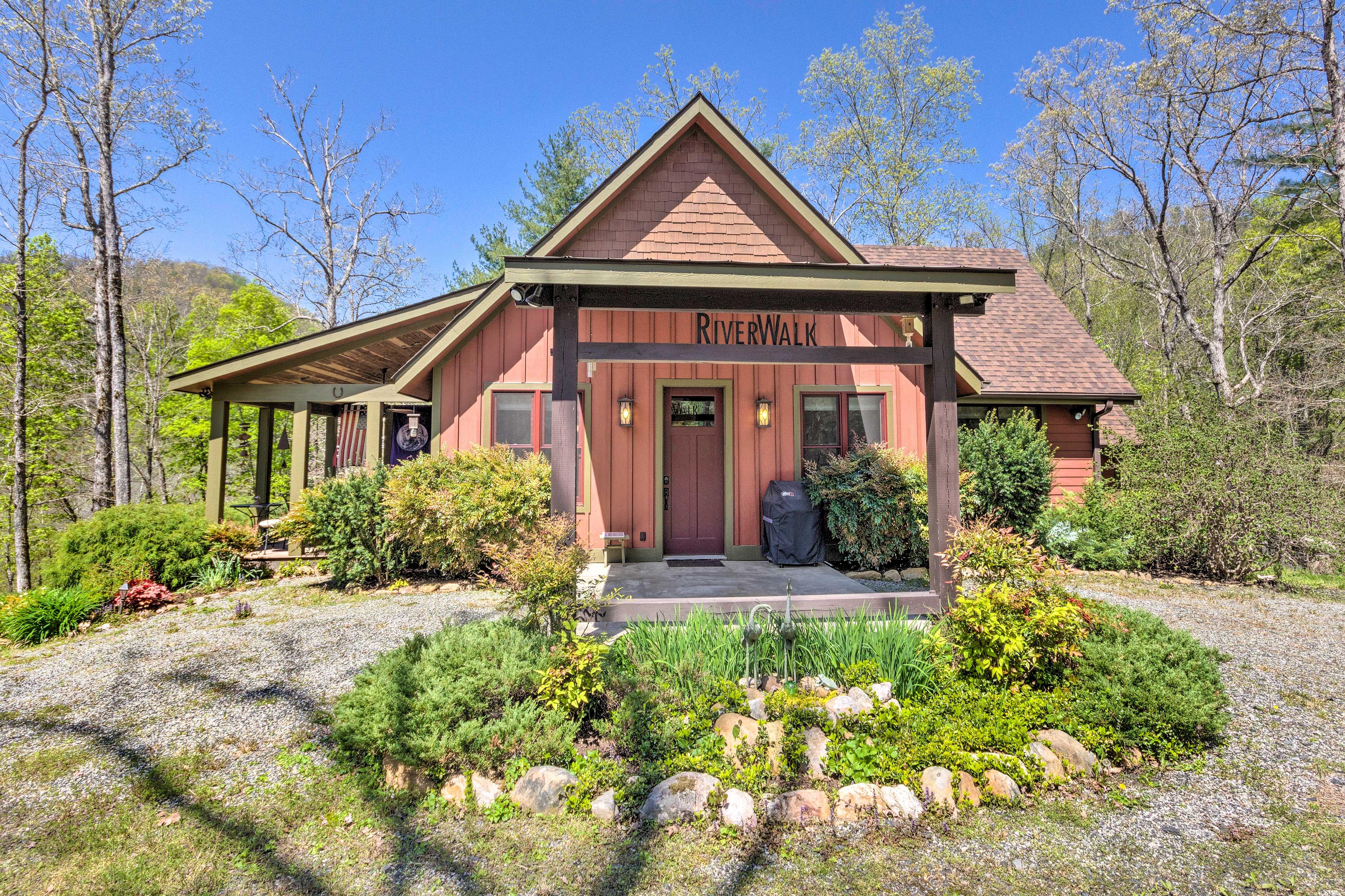 Rent the RiverWalk Cottage next door with the studio to sleep ten.