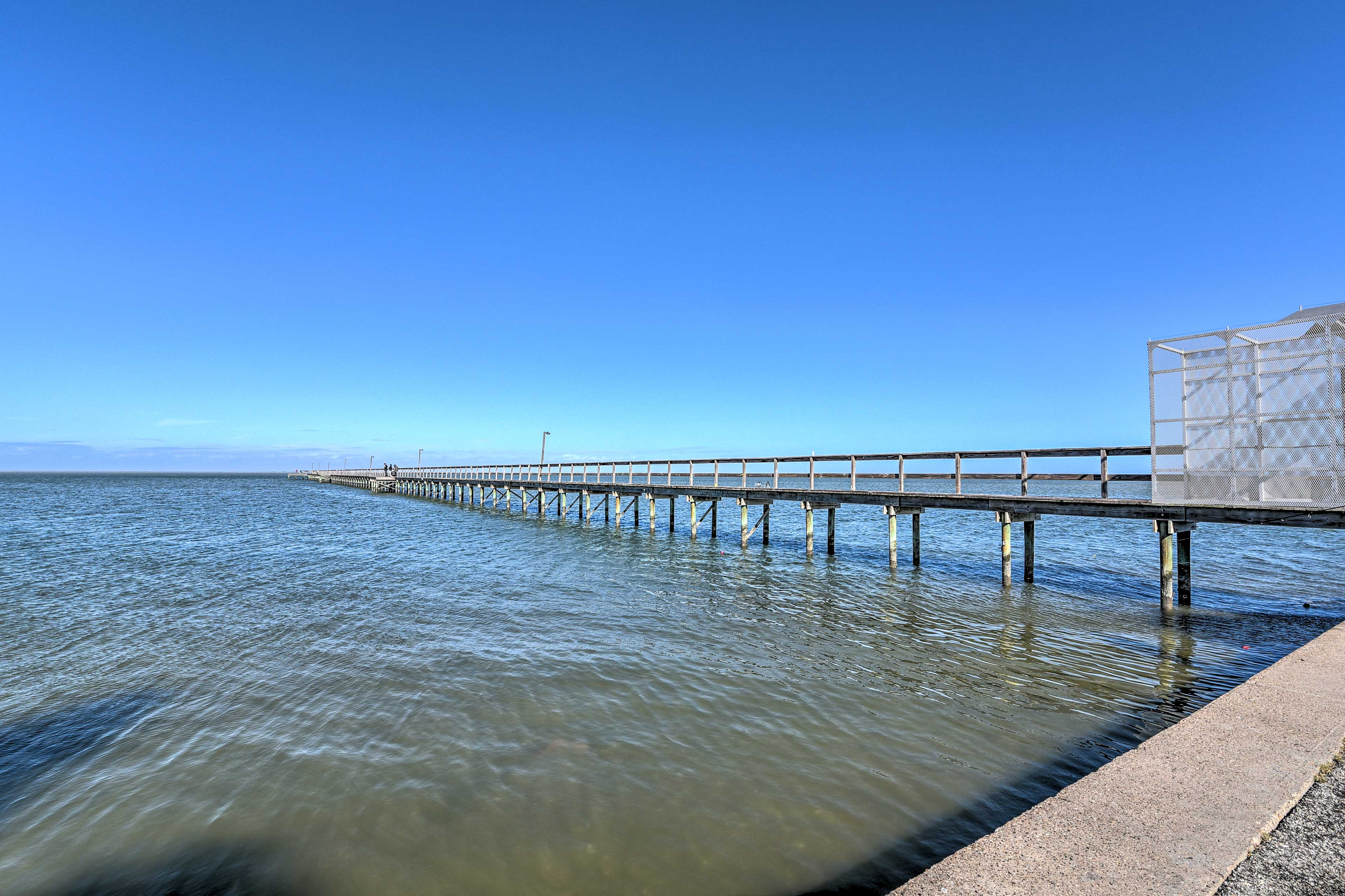 810-Foot Community Pier | Additional On-Site Fee May Apply