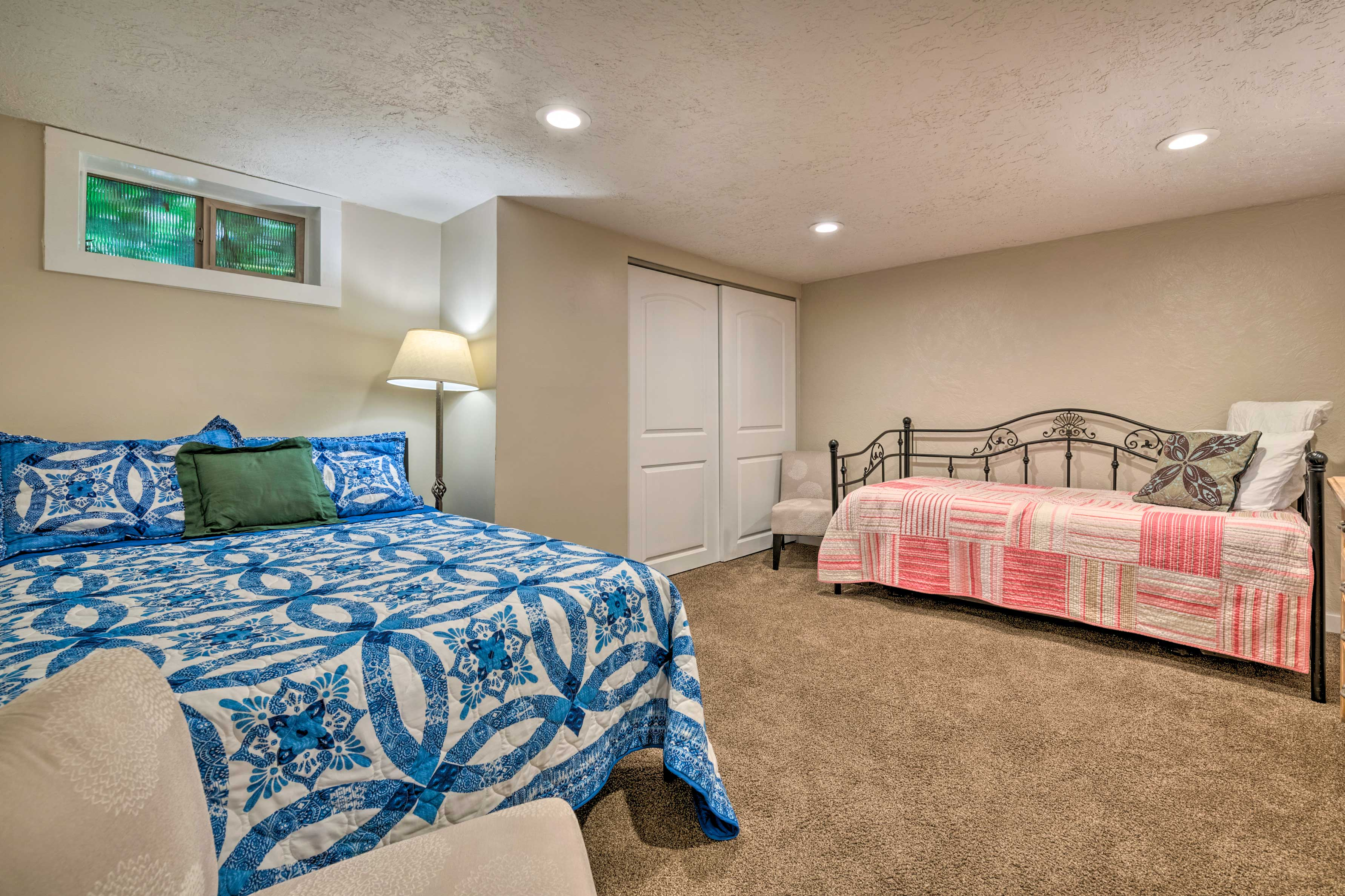 This room offers space for 4.