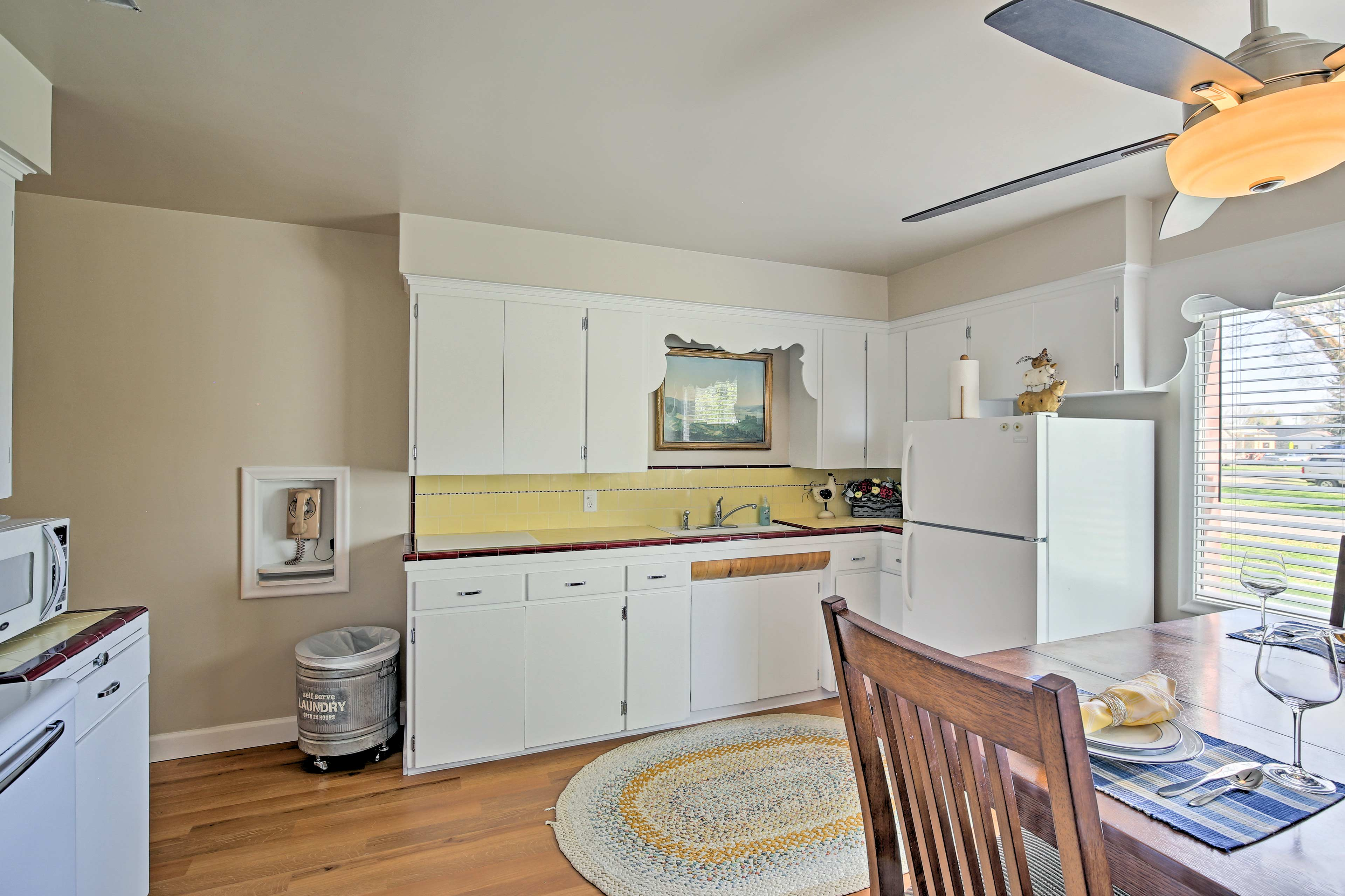 Well-Equipped Kitchen | Dining Table