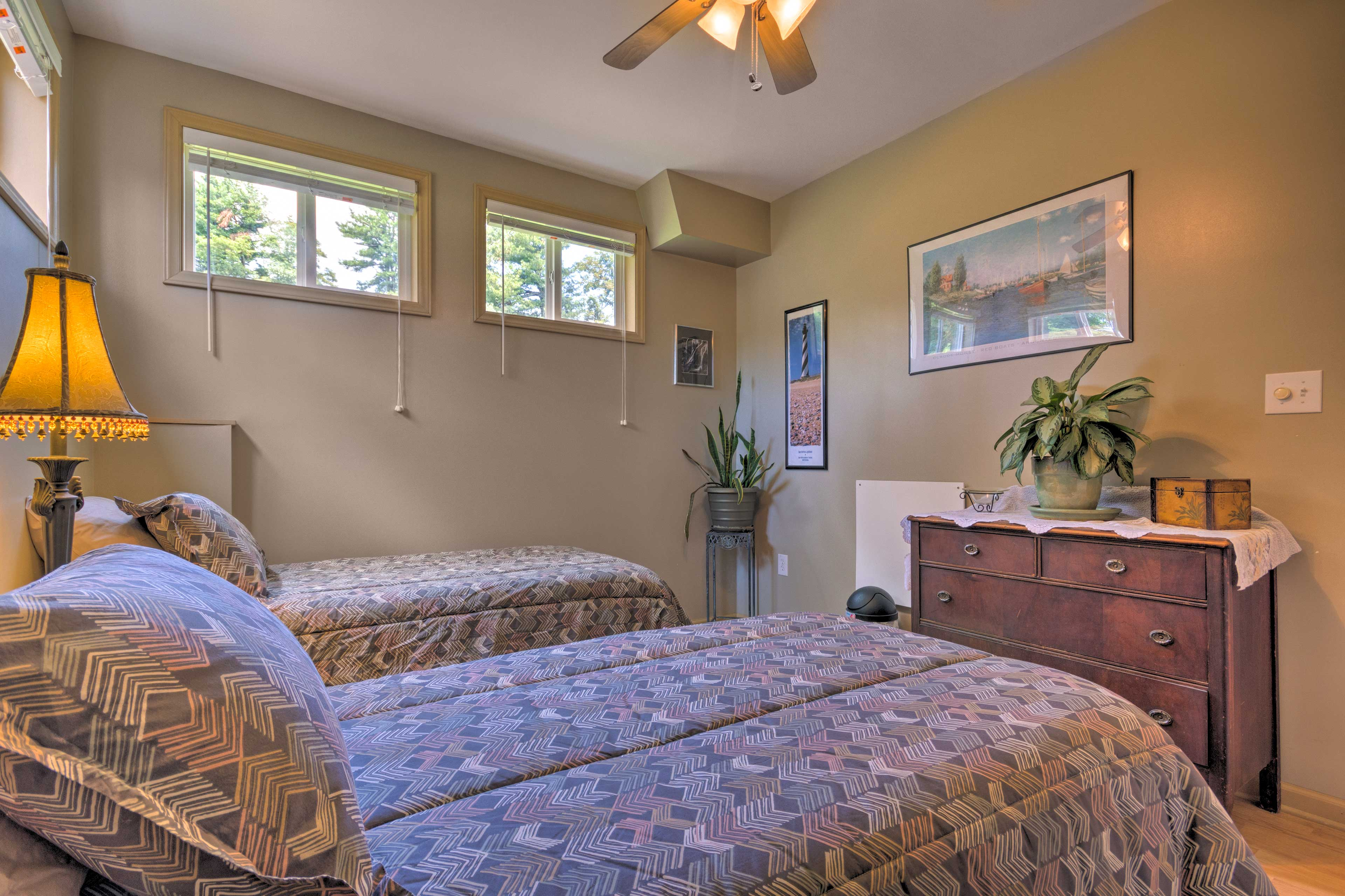 This bedroom offers 2 twin beds.