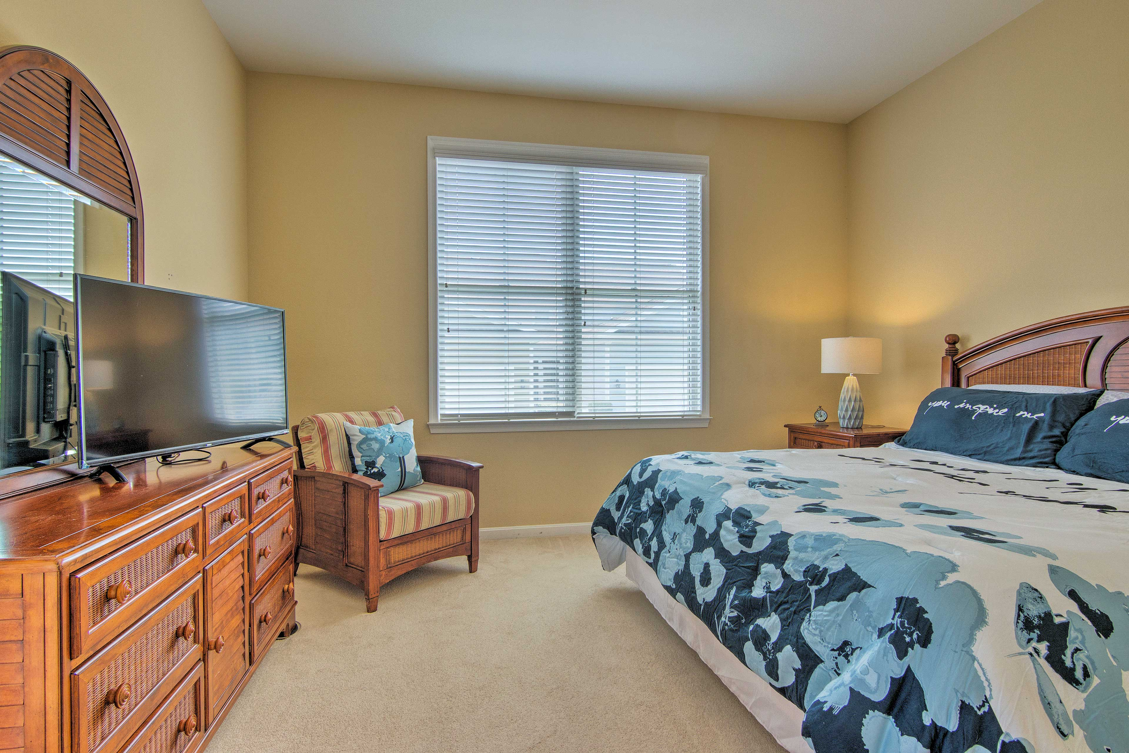 Open the blinds to let the sunlights stream in as you nap in the plush bed.