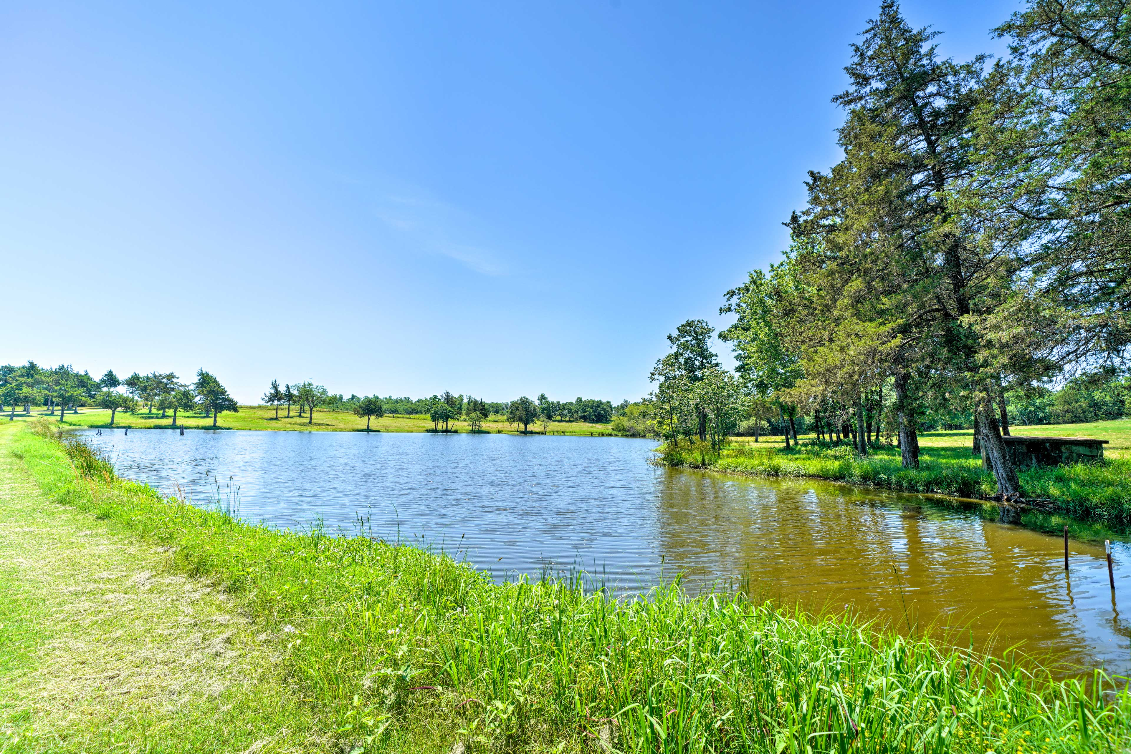 The property boasts 2 ponds stocked with fish and endless blue sky views.