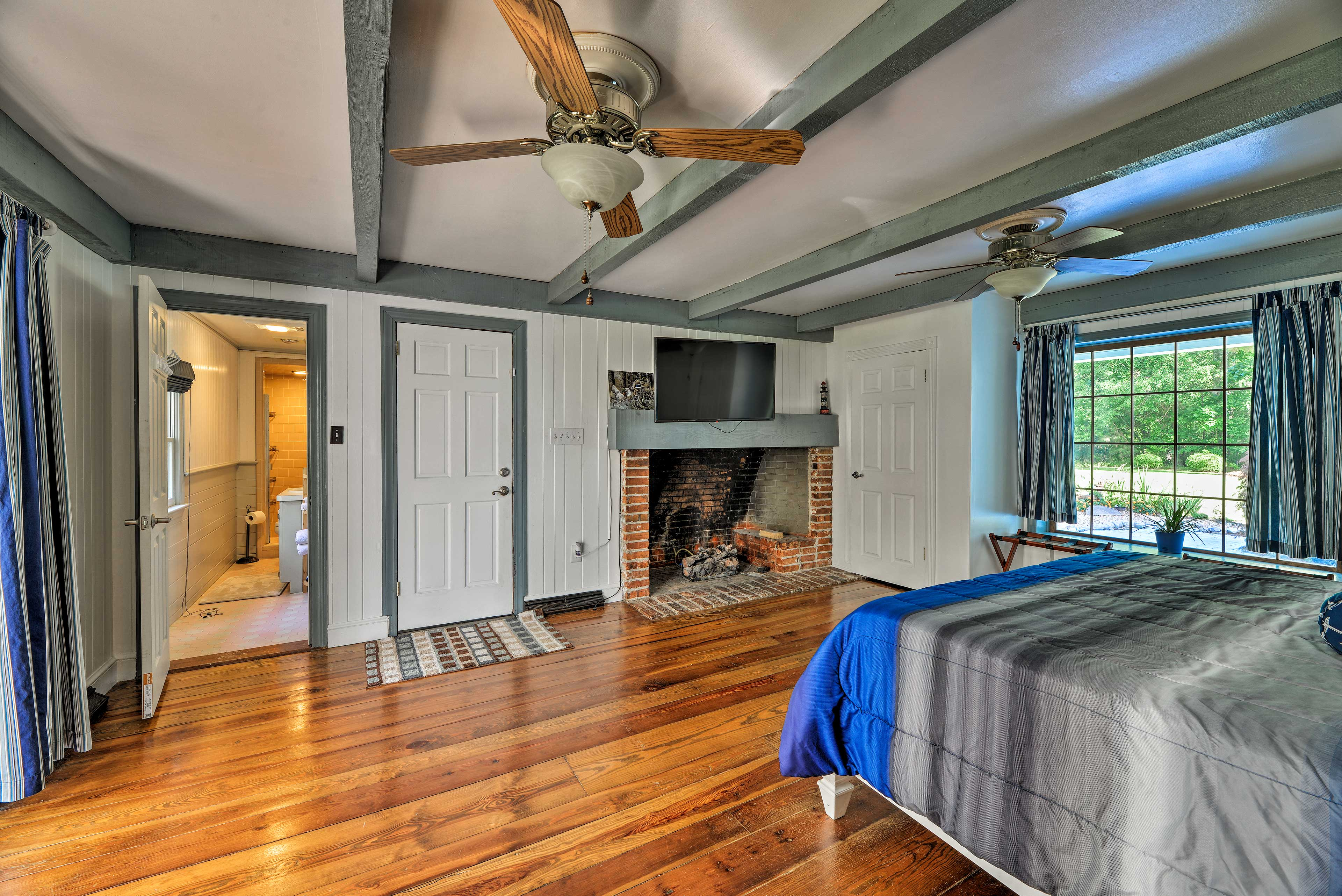 The master bedroom hosts a king bed and flat-screen TV.