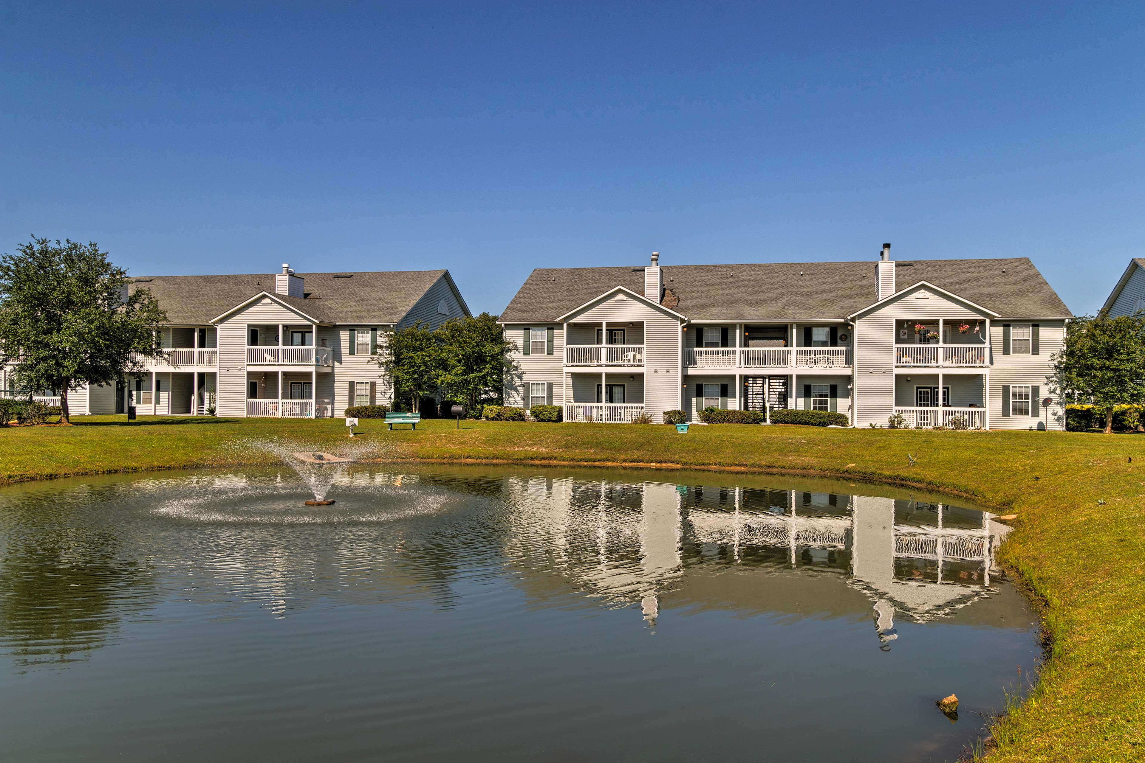 The complex is only 4 miles from the Gulf Shores Beach!