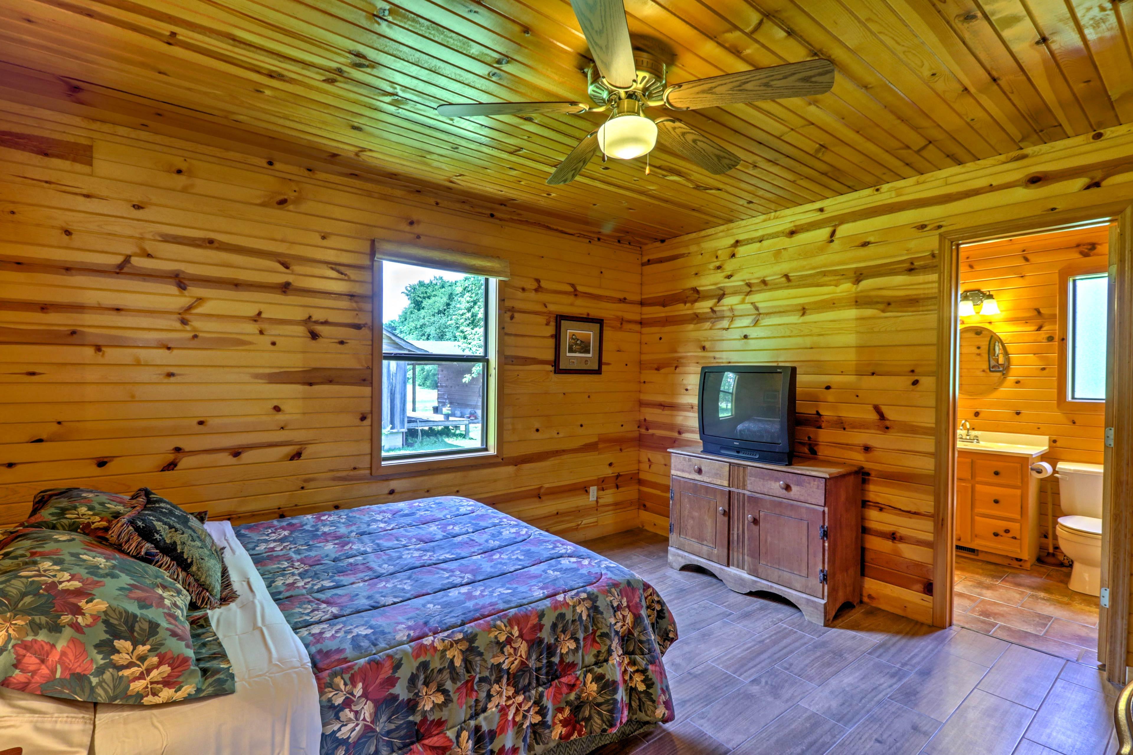 Bedroom 1 | Cable TV | En-Suite Bathroom