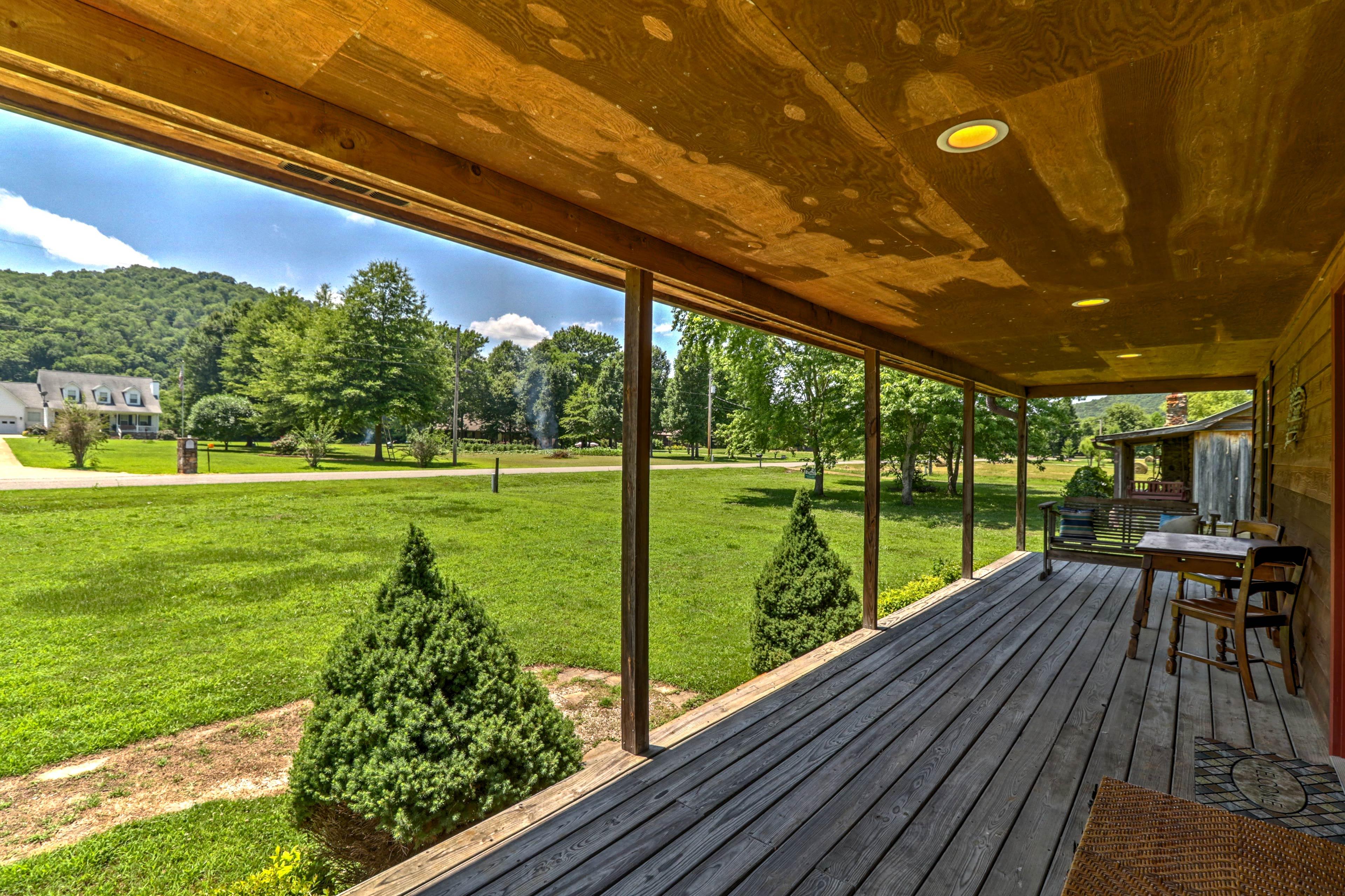 Porch | Yard Views