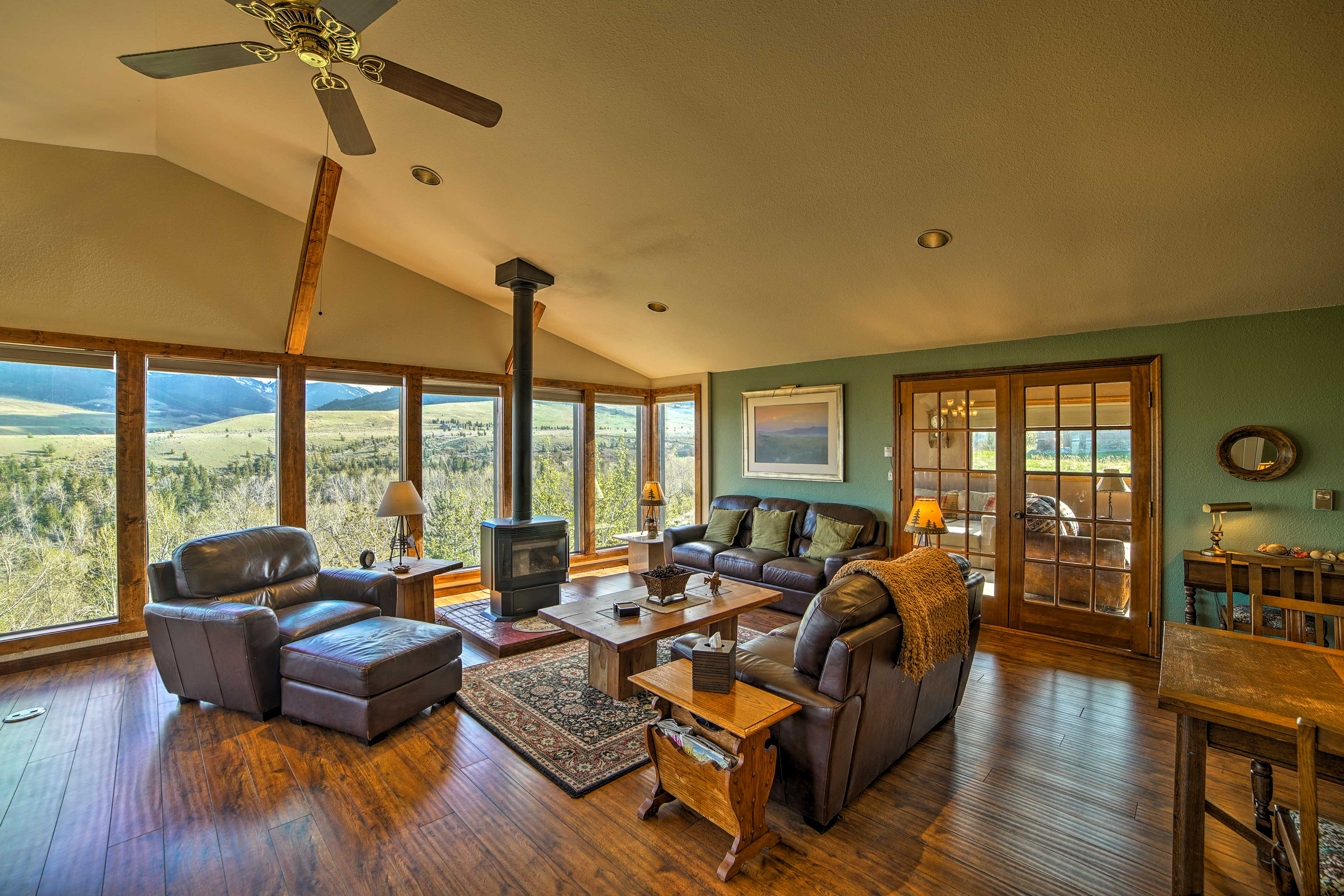 Living Room   Gas-Powered Stove