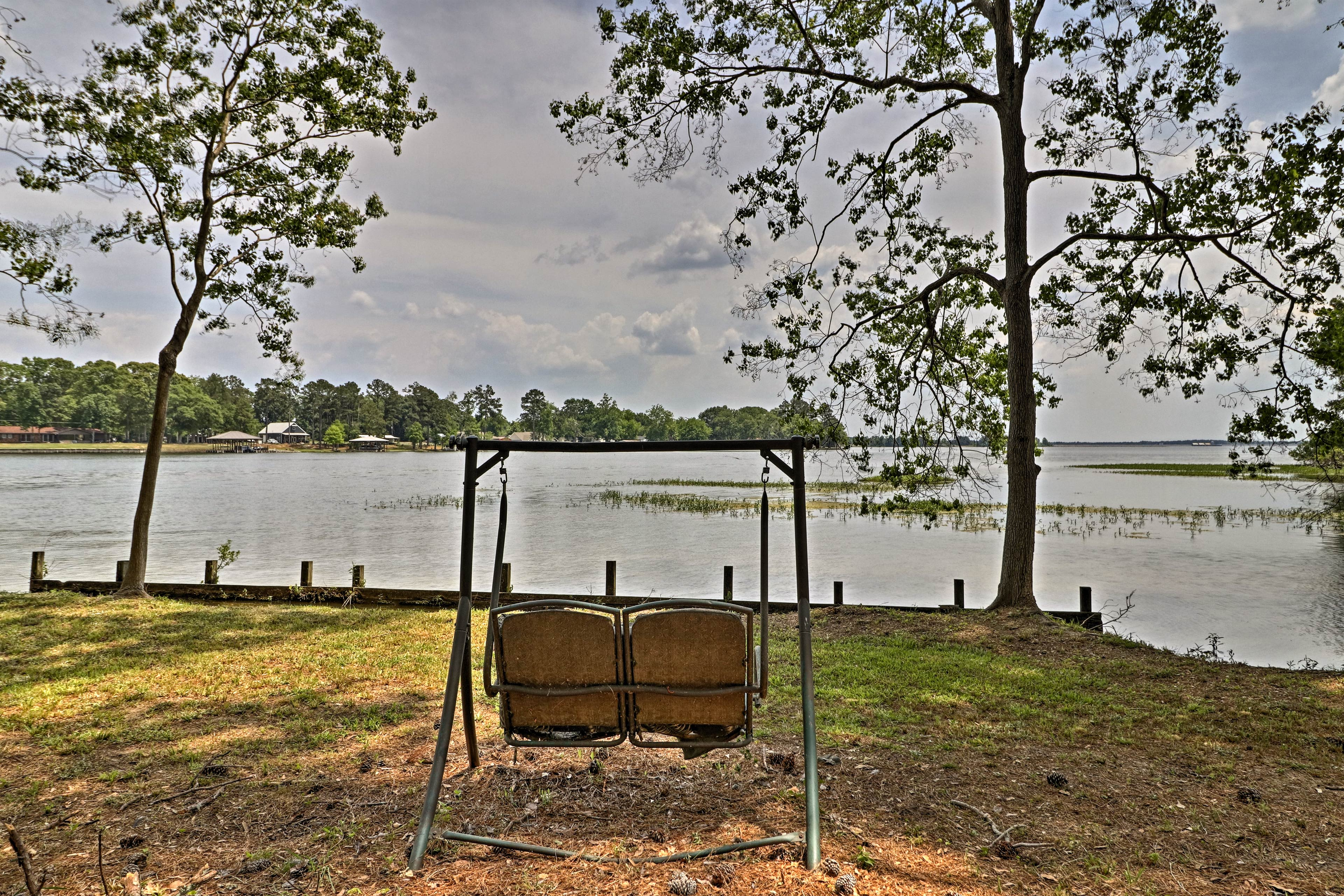 Slip away with your loved one for a romantic moment on the waterfront swing.