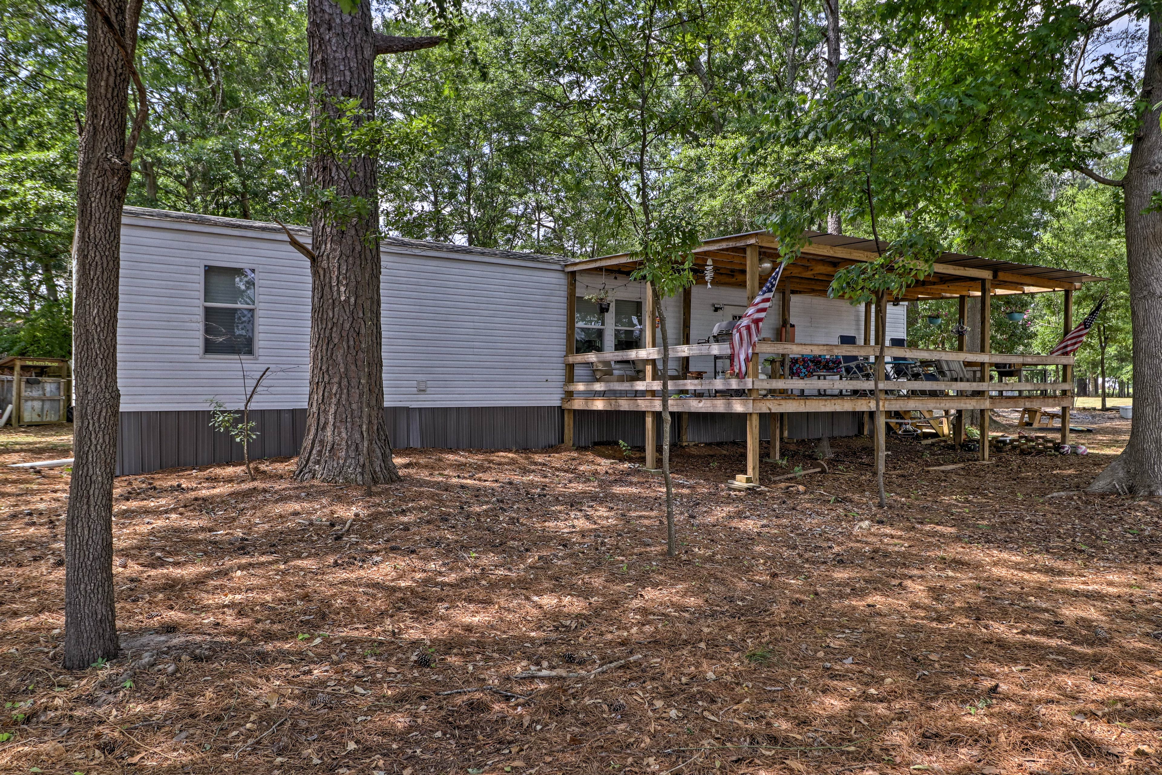 The home is located only 15 minutes from Wetumpka!