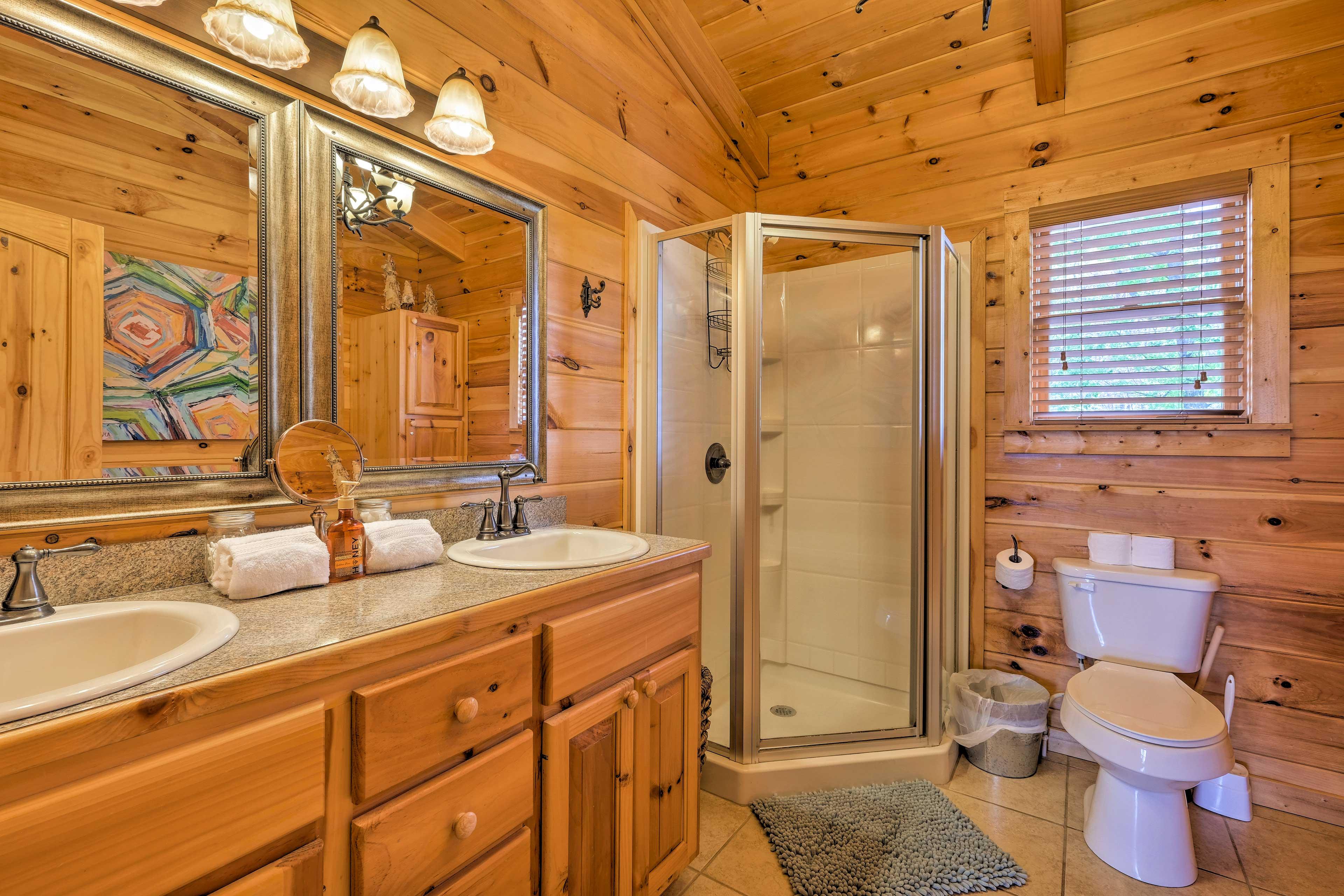 The cabin has 2 en-suite bathrooms.