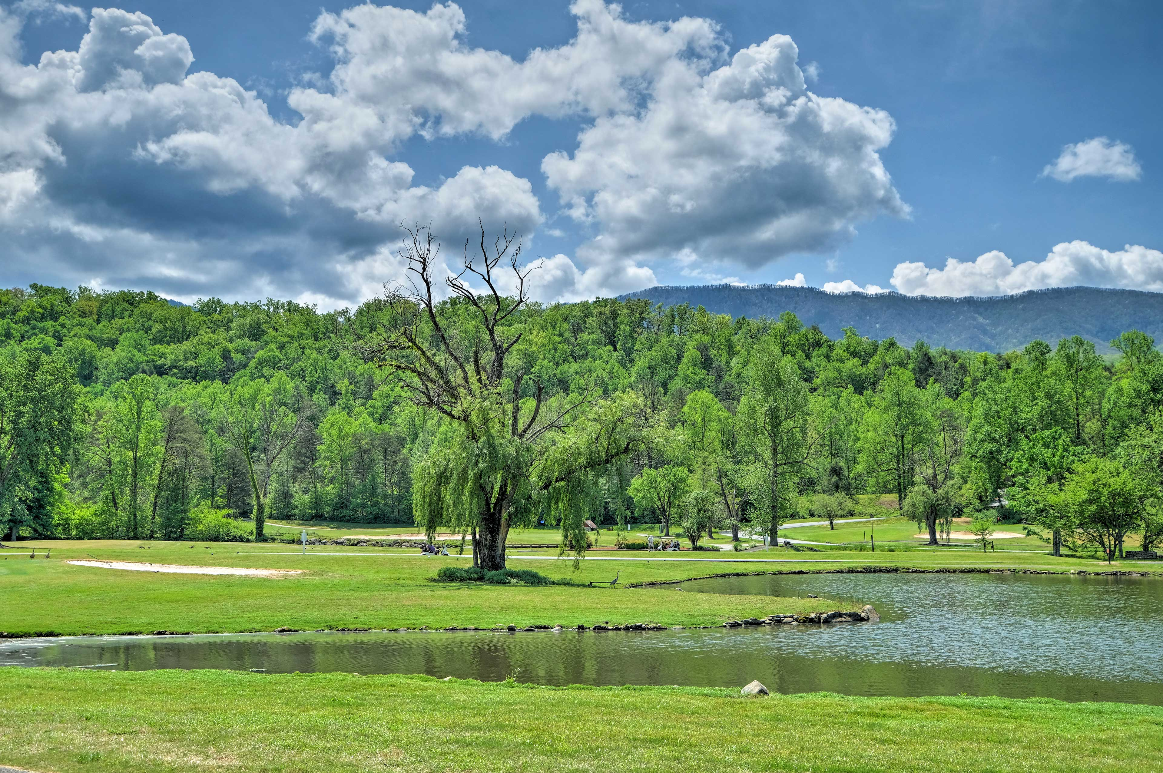 Numerous golf courses are just steps away!